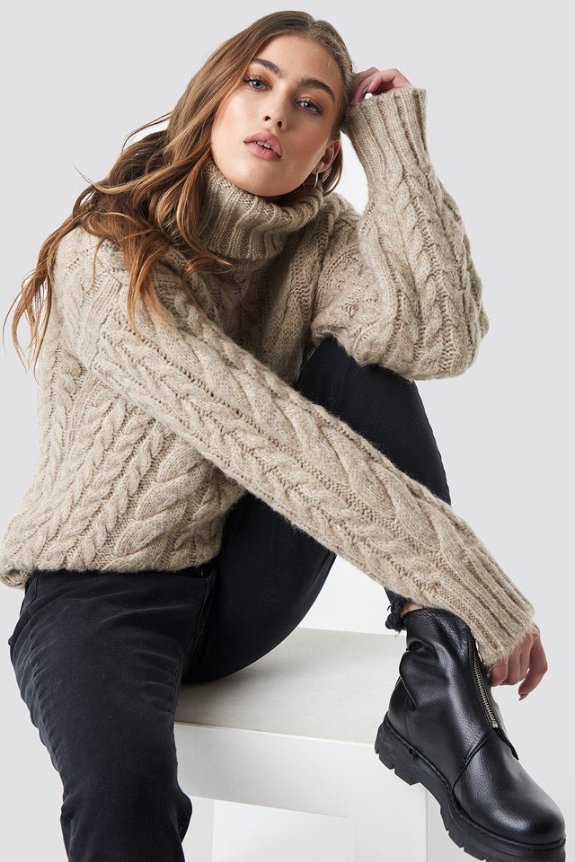 Cable Knitted Sweater Beige