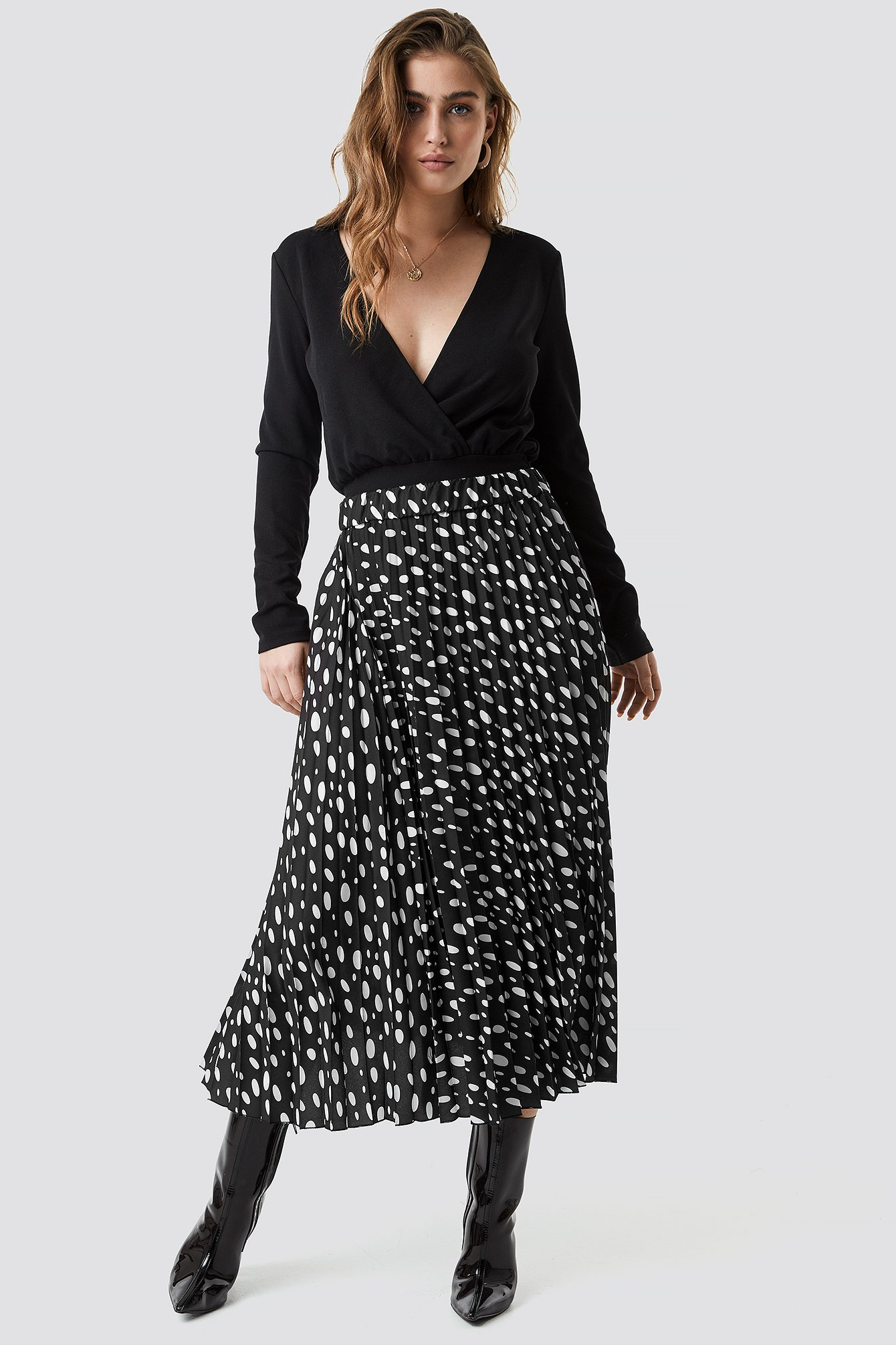 d2c6c00f22ca Dot Print Pleated Midi Skirt Black | na-kd.com