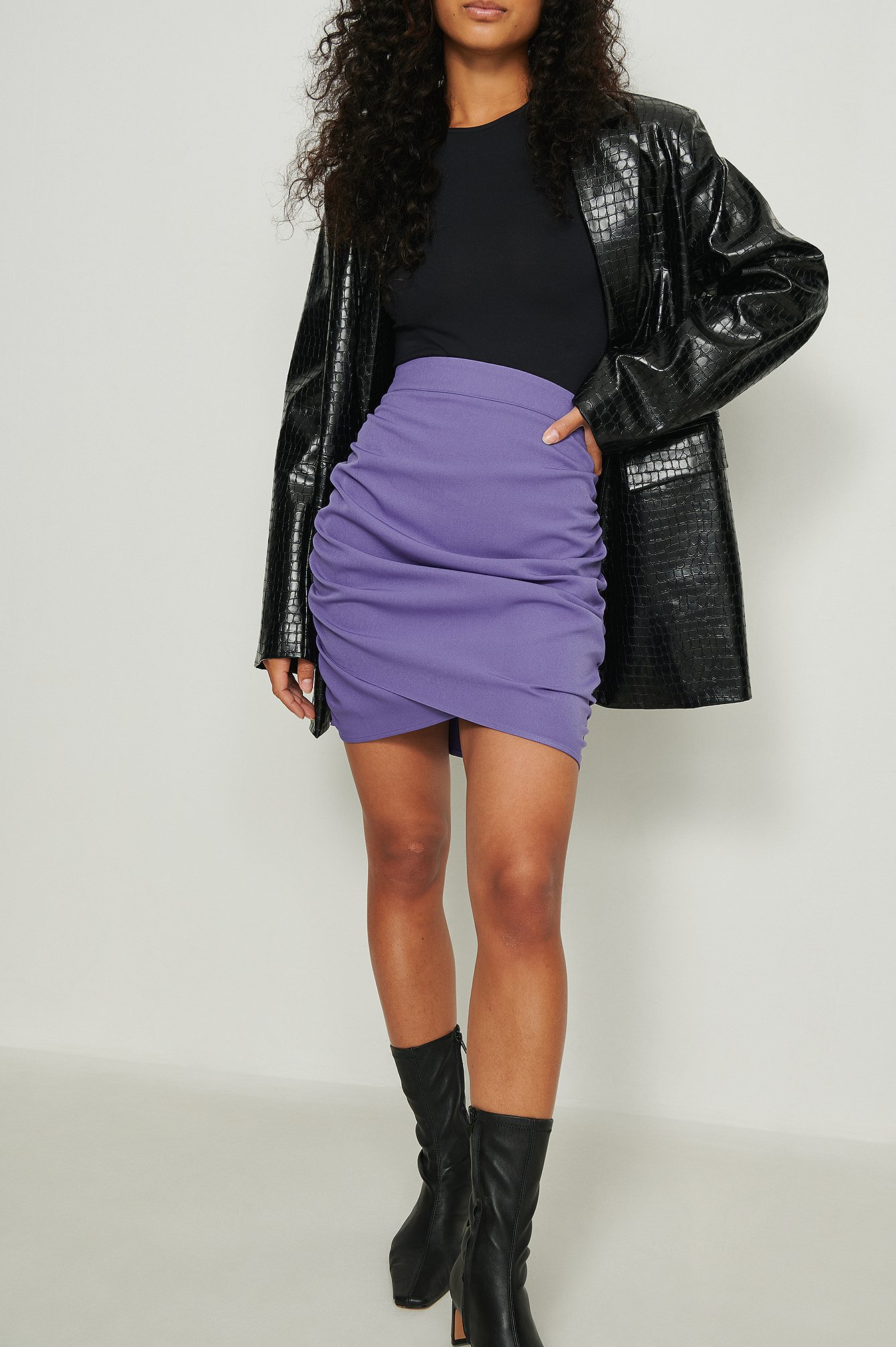 NA-KD Party Miniskørt med drapering og høj talje - Purple
