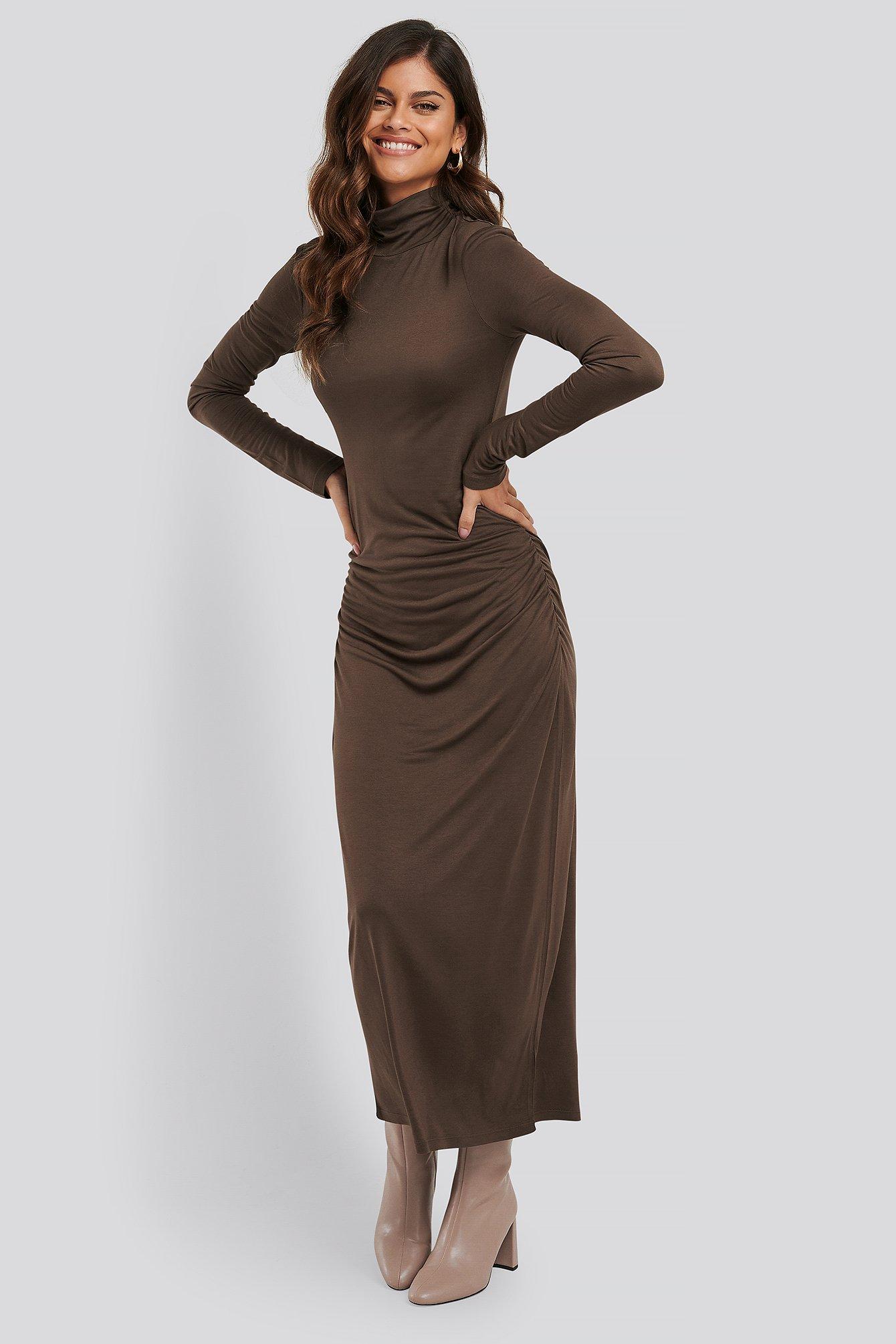 na-kd trend -  Drapiertes Kleid Mit Poloausschnitt - Brown