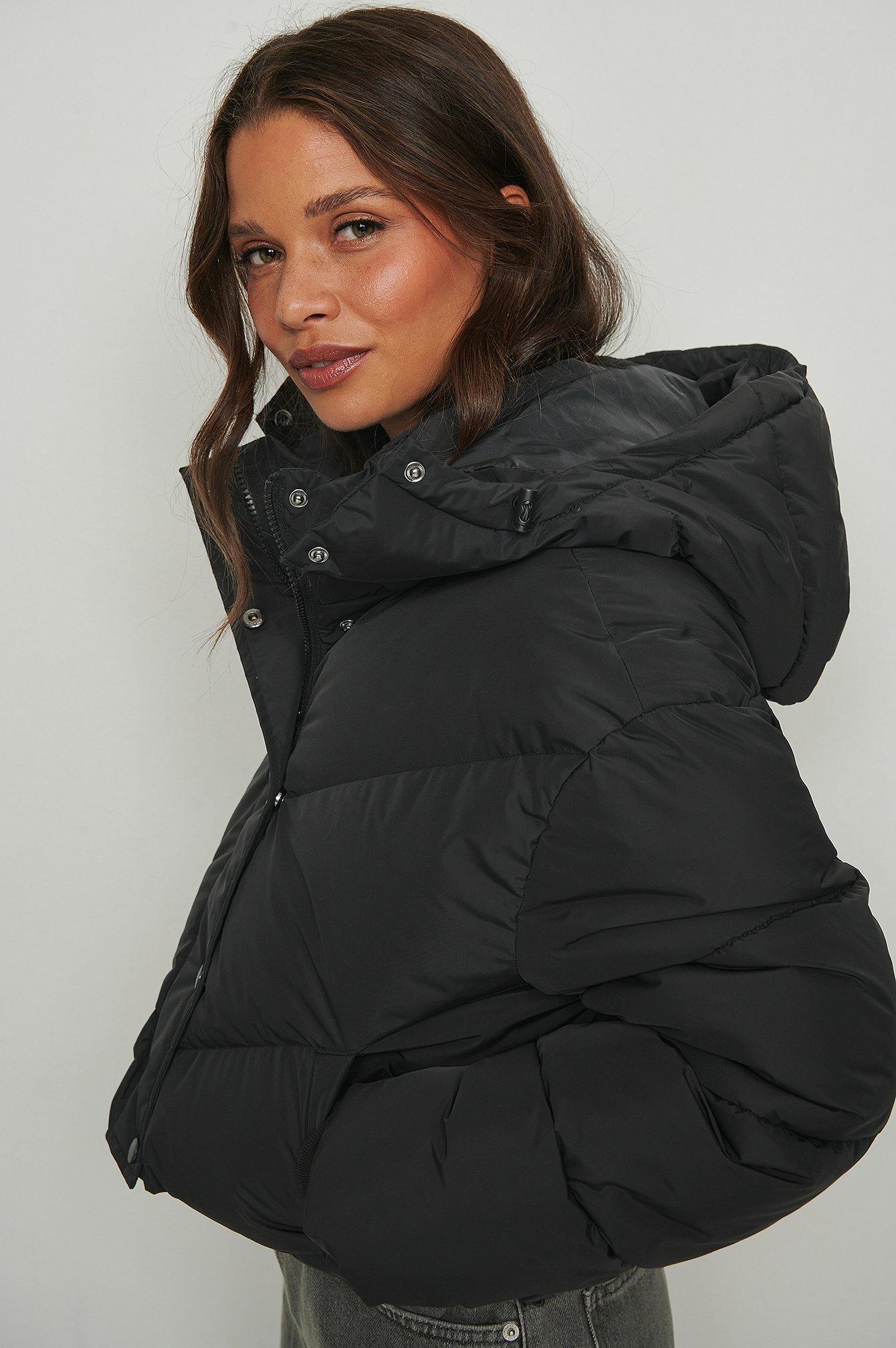 NA-KD Trend Kort vatteret jakke med løbebåndsdetalje - Black
