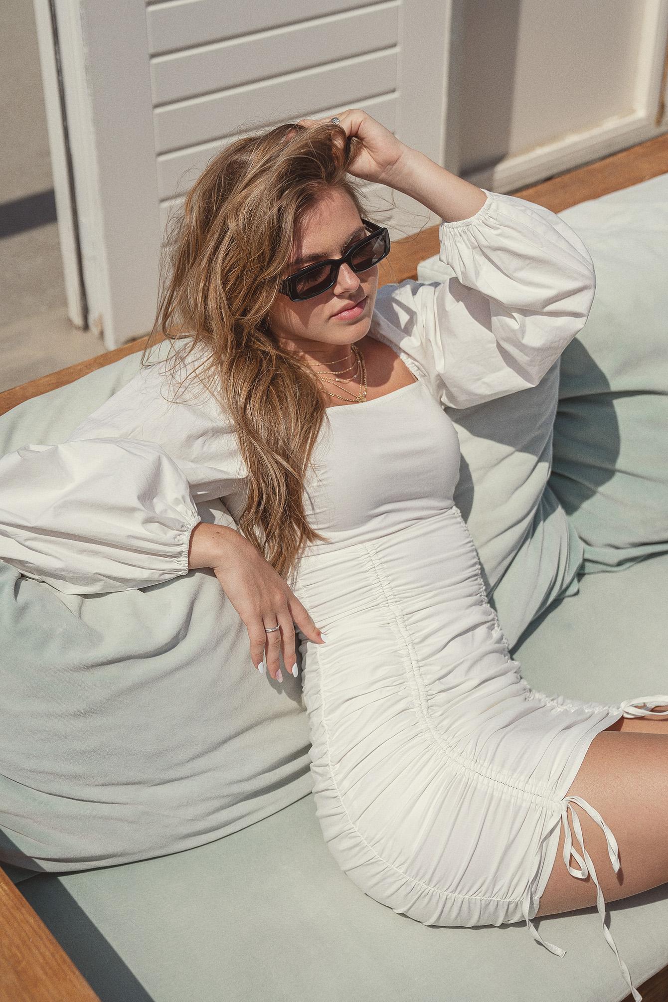 Nina Houston x NA-KD Minikjole Med Snor - White