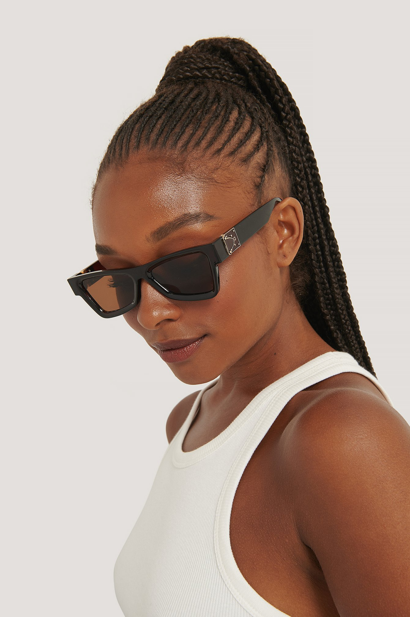na-kd accessories -  Edgy Temple Detaillierte Sonnenbrille - Brown