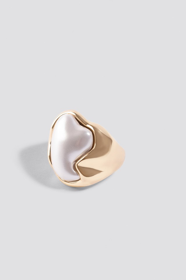 Embedded Pearl Ring Gold