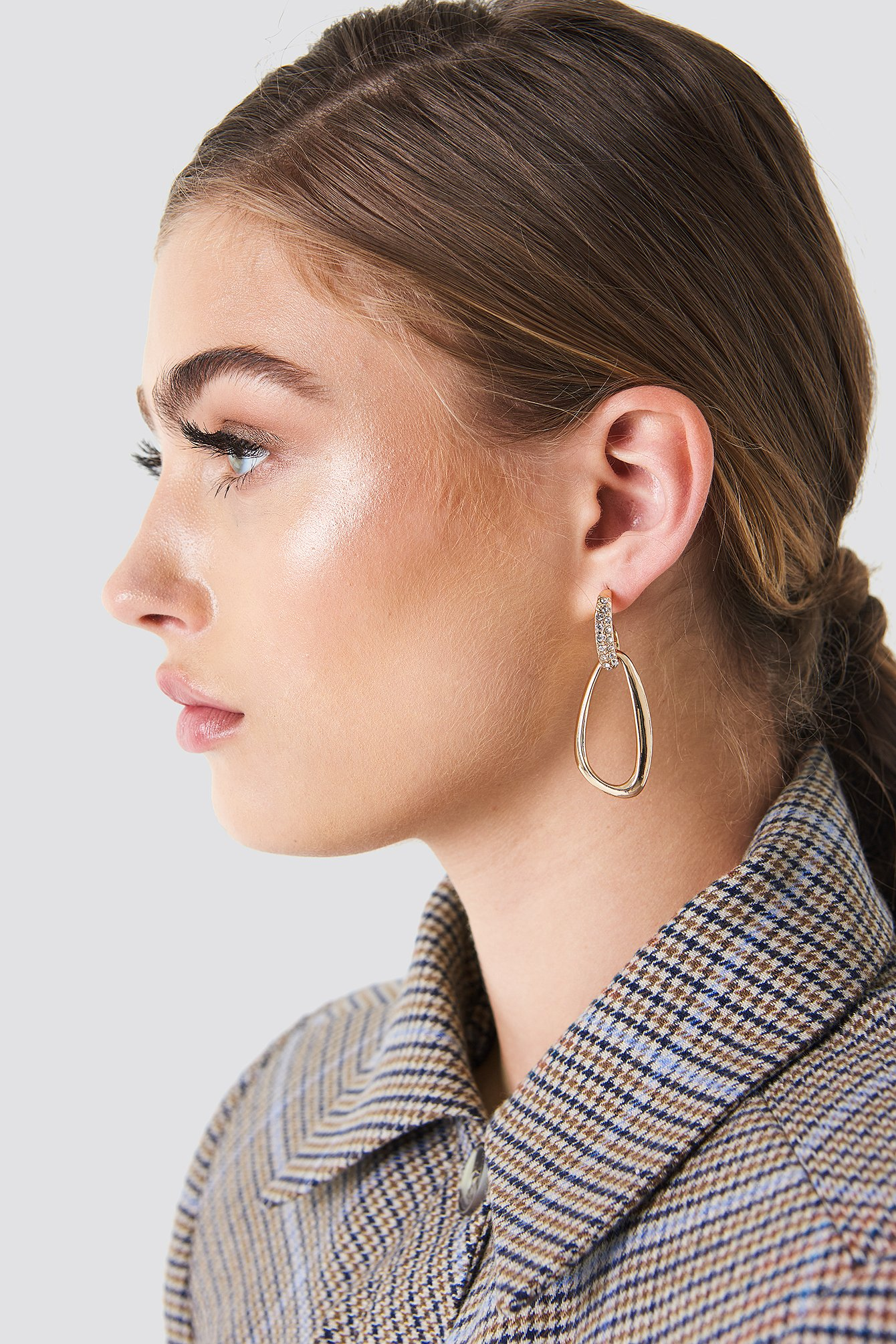 Embellished Asymmetric Oval Earrings NA-KD.COM