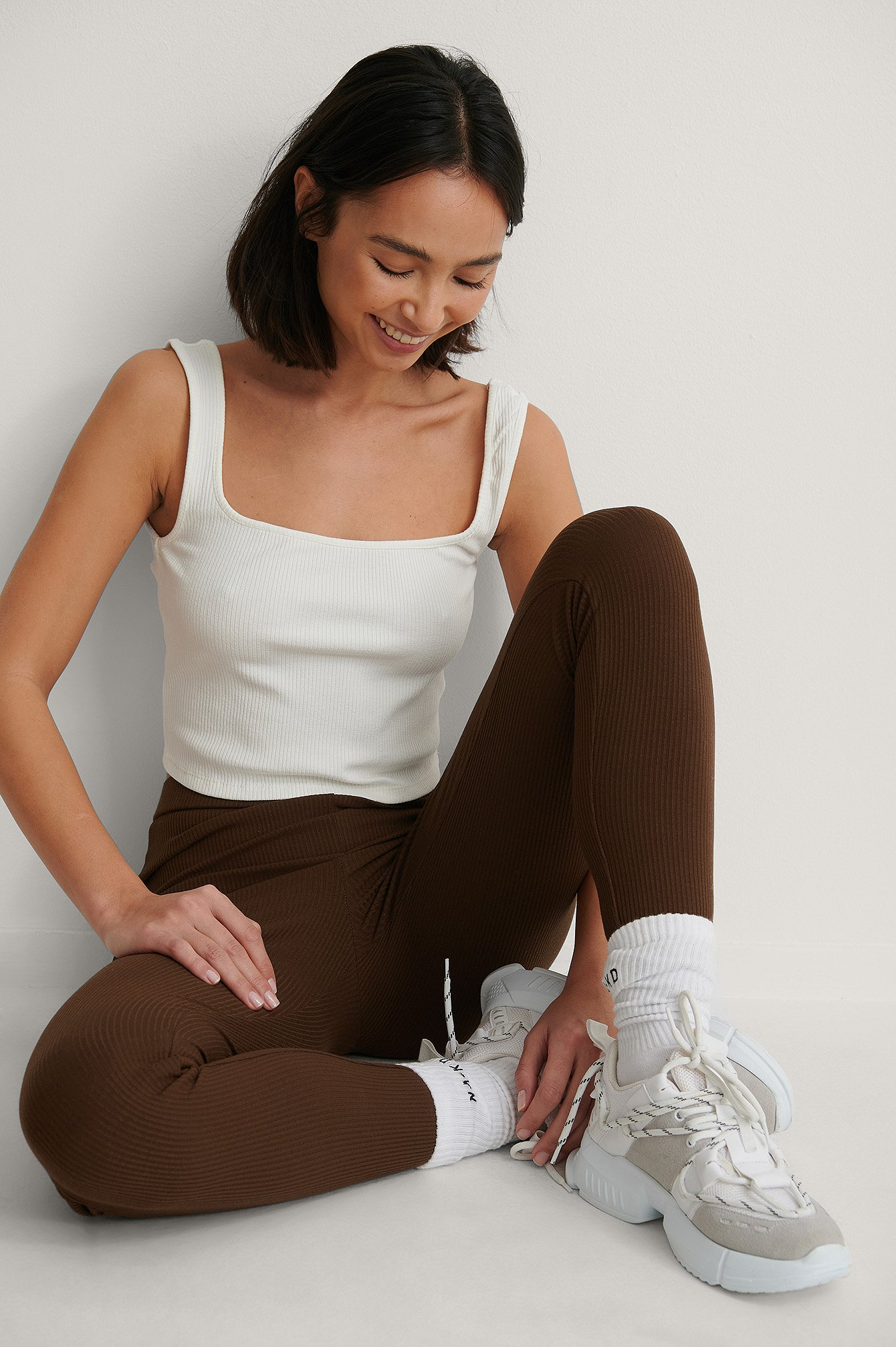 Brown Ribbete Leggings Med Broderte Detaljer