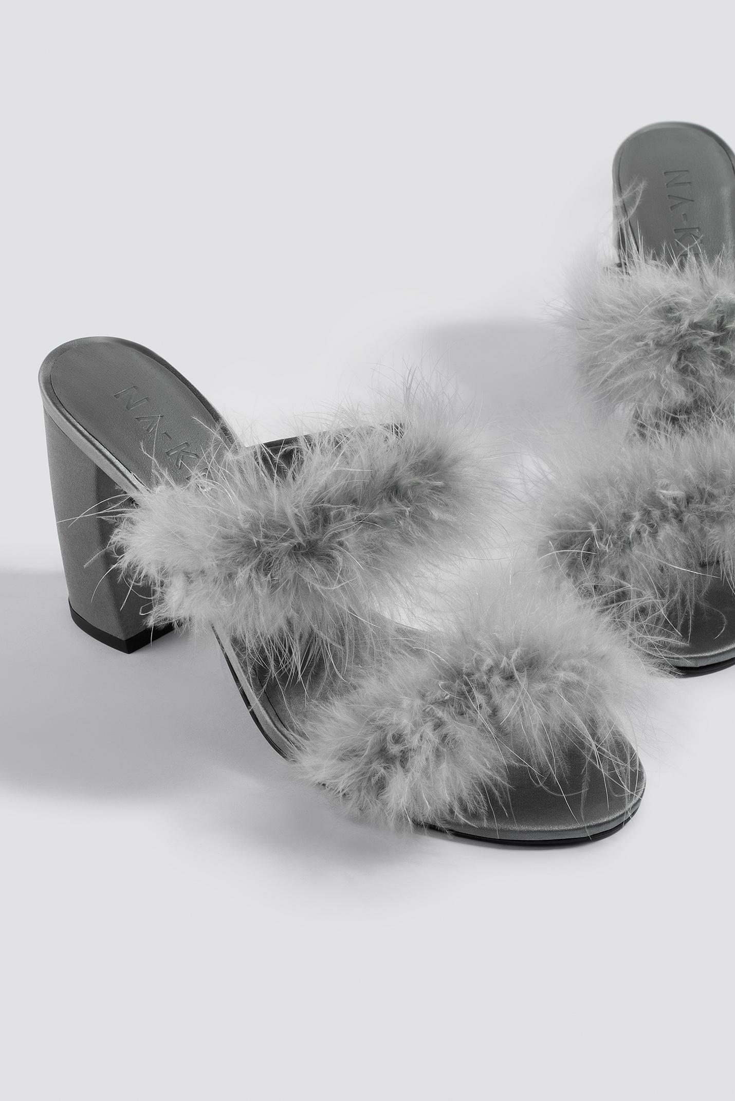 Expédition Des Frais Bas Prix Pas Cher Footlocker Images La Vente En Ligne NA-KD Feather Mule Heel Sandals acheter Nouveau Jeu gVR652