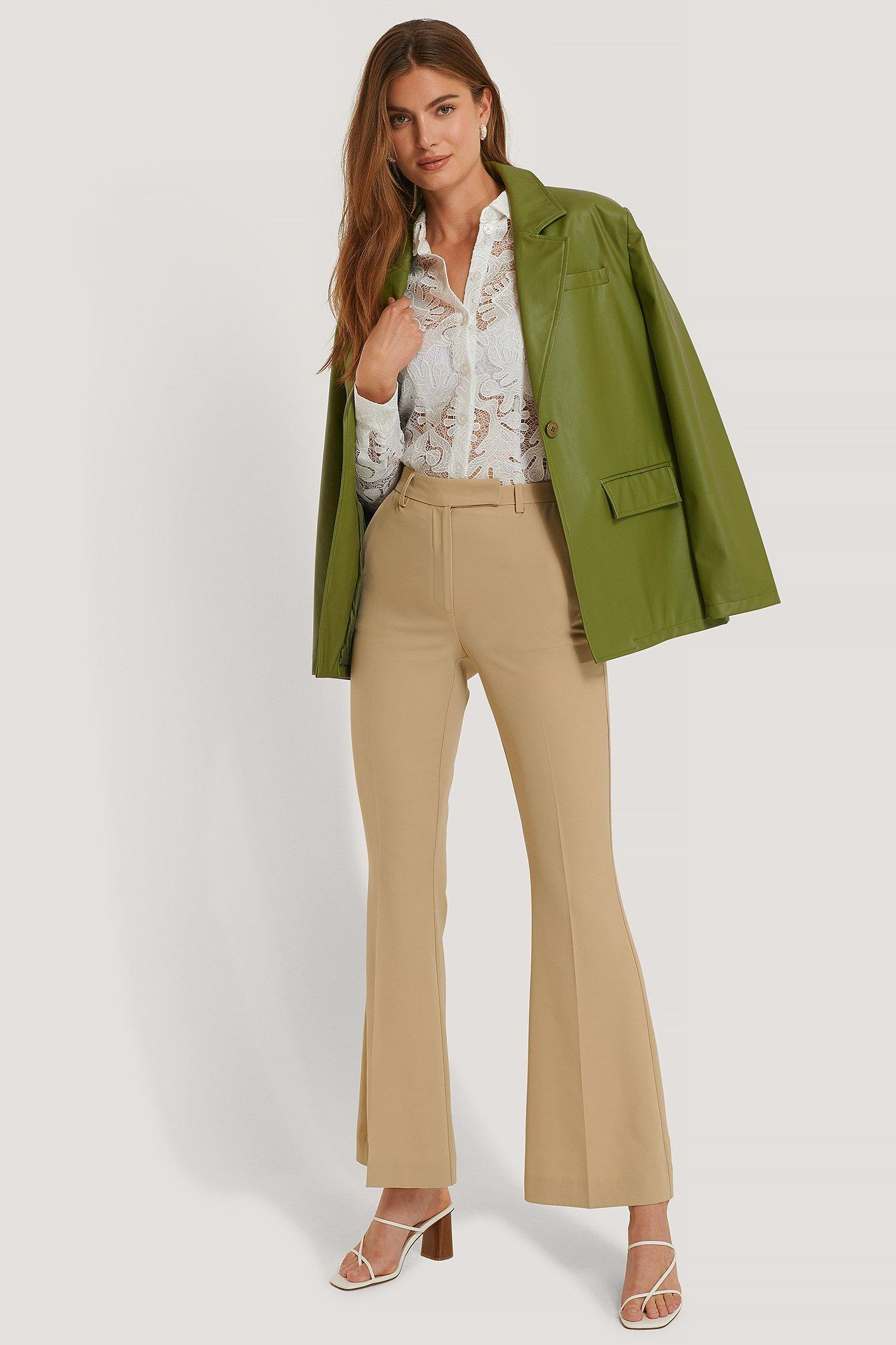 na-kd trend -  Anzughose Mit Falte Vorne Und Ausgestellten Beinen - Beige