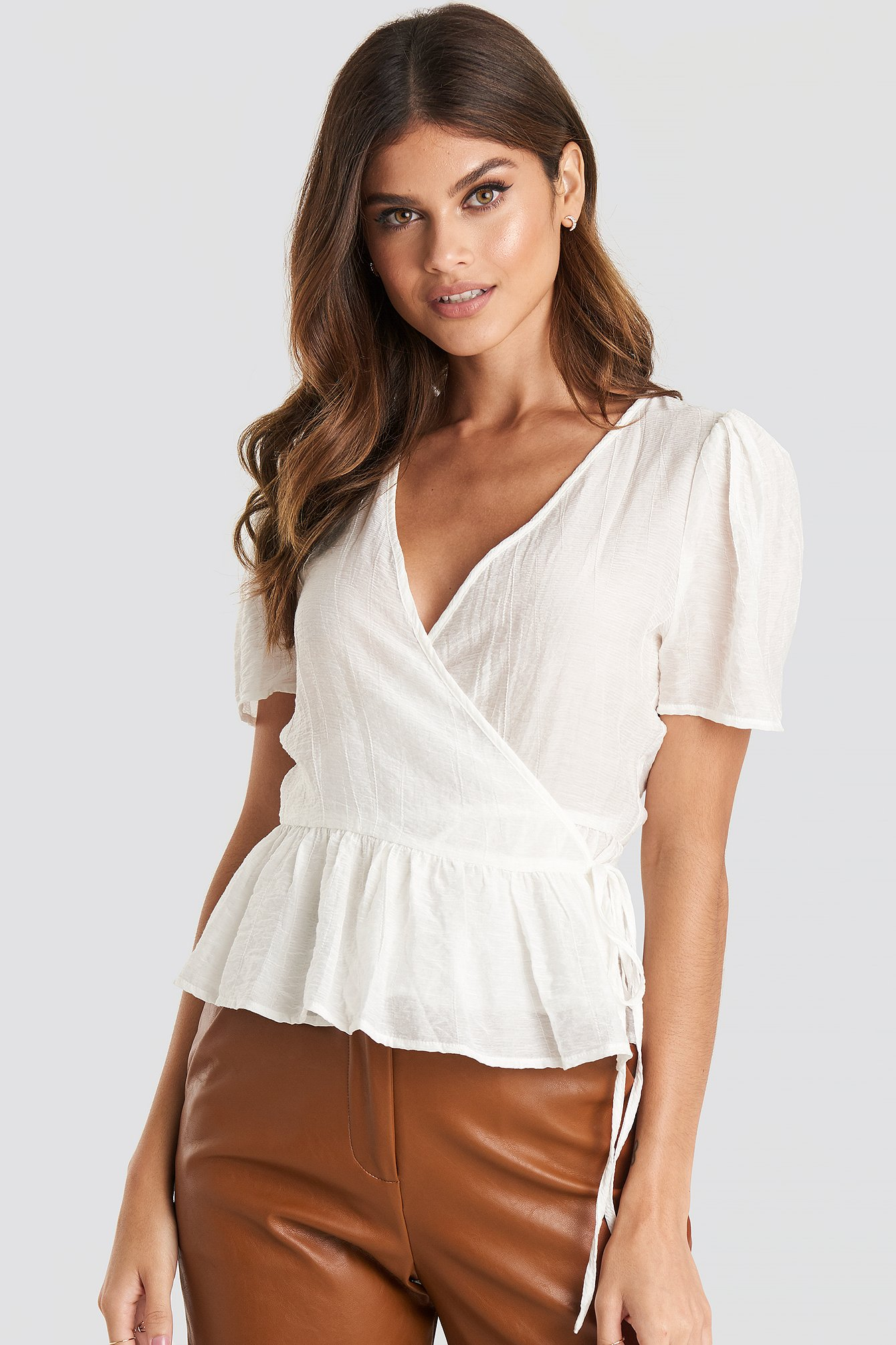 Flounce Overlap Blouse Hvid by Na Kd Trend