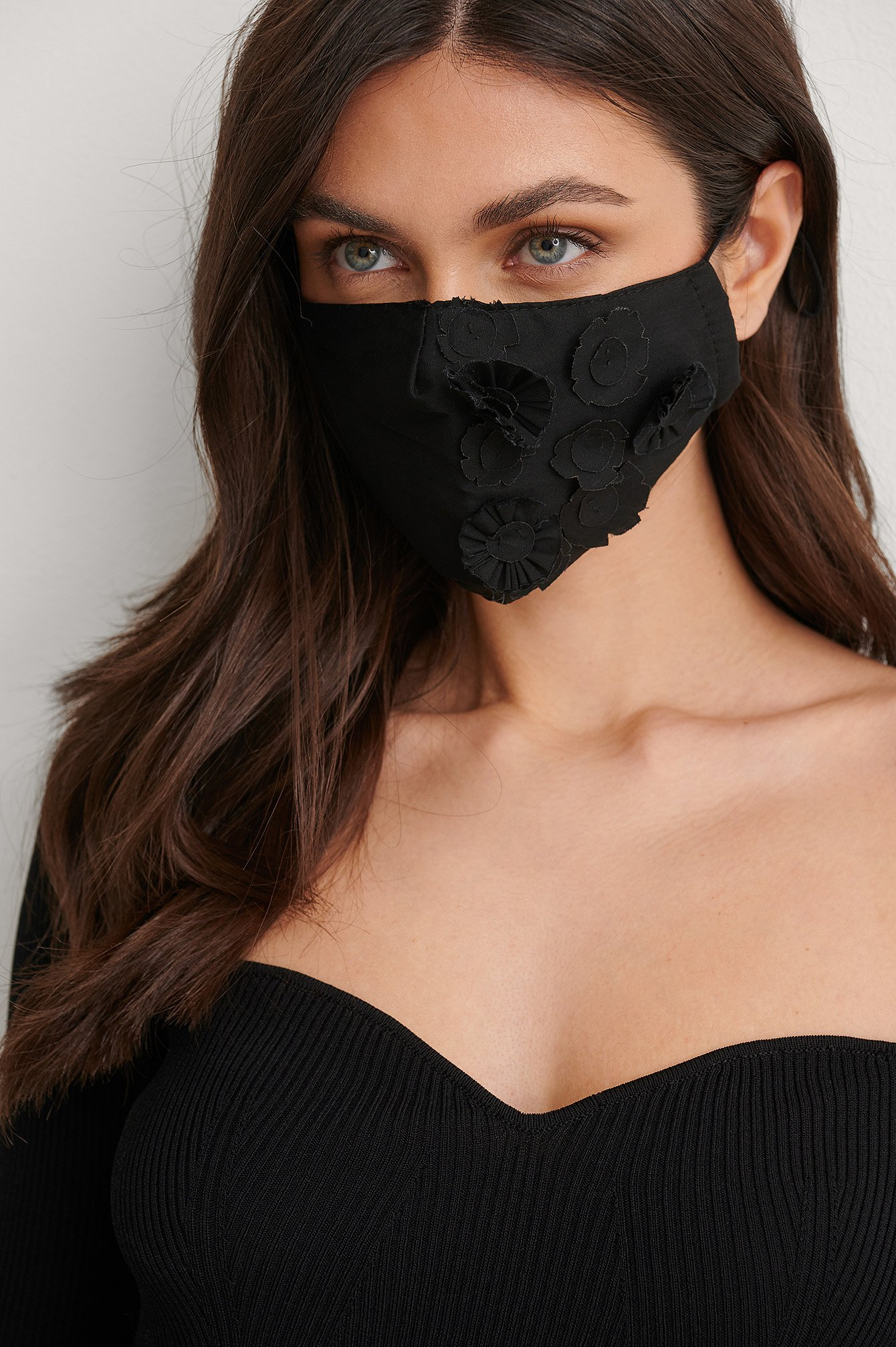 na-kd accessories -  Flower Applique Face Mask - Black