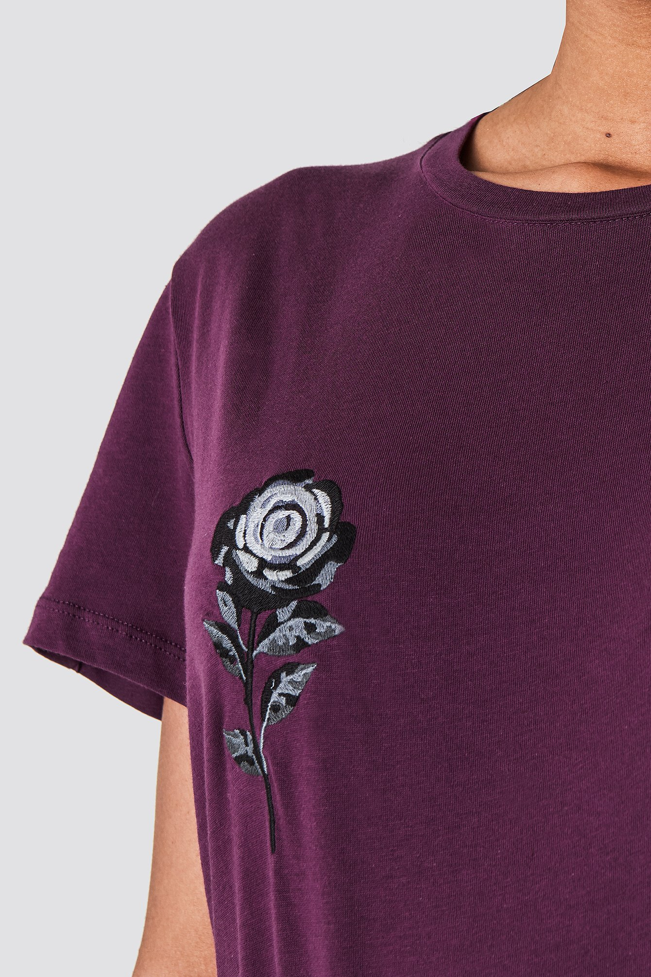 Flower Embroidery Tee NA-KD.COM