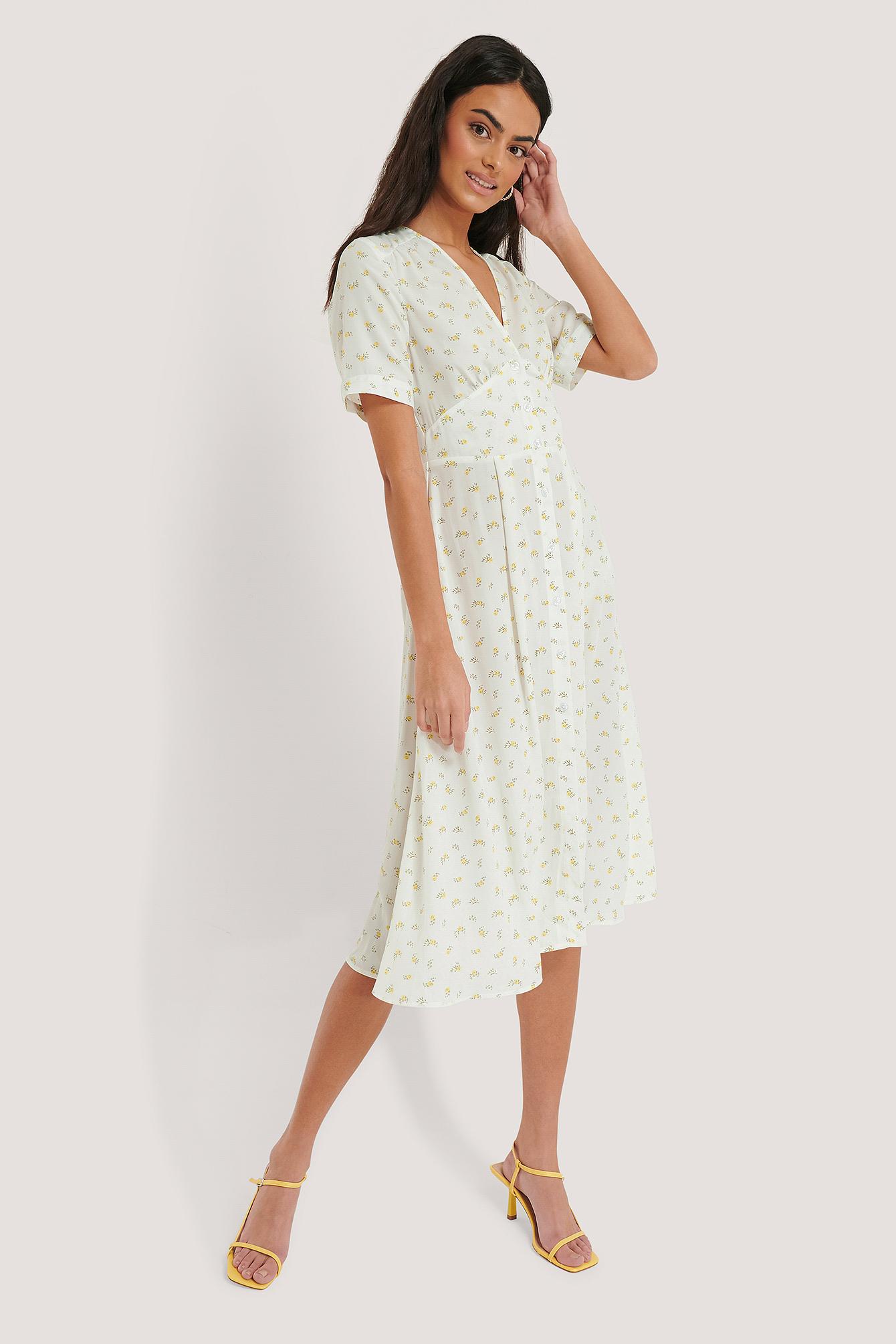 blumenbedrucktes kleid mit v-ausschnitt