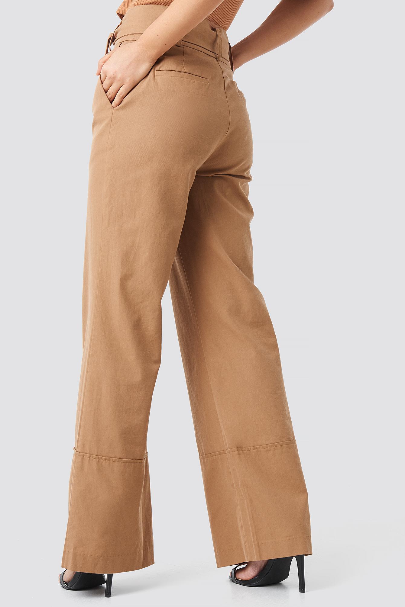 Szerokie spodnie z wywijanymi nogawkami NA-KD.COM