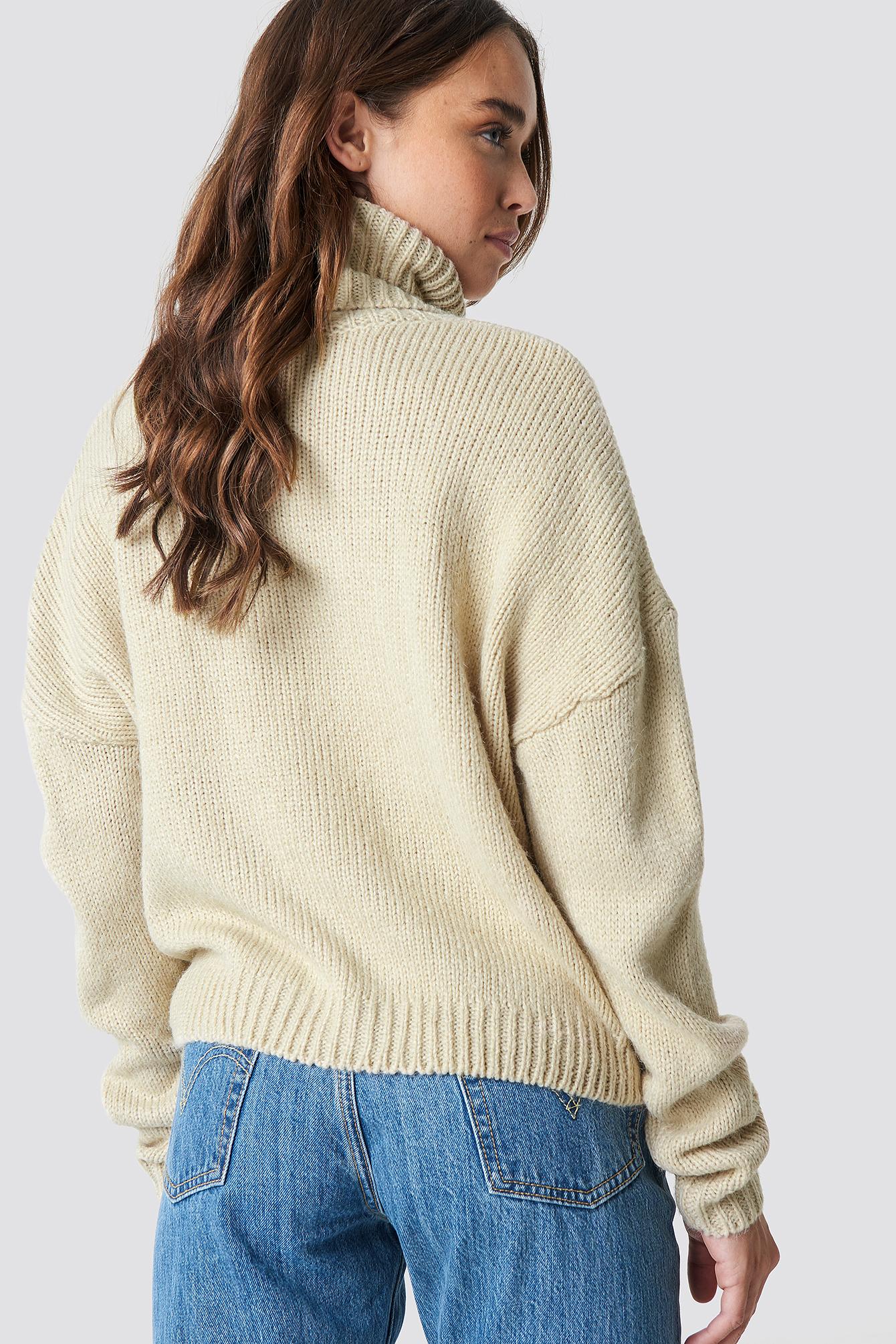 Sweter oversize z wywijanym golfem NA-KD.COM