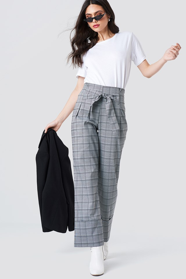 Front Knot Detail Flared Pants NA-KD
