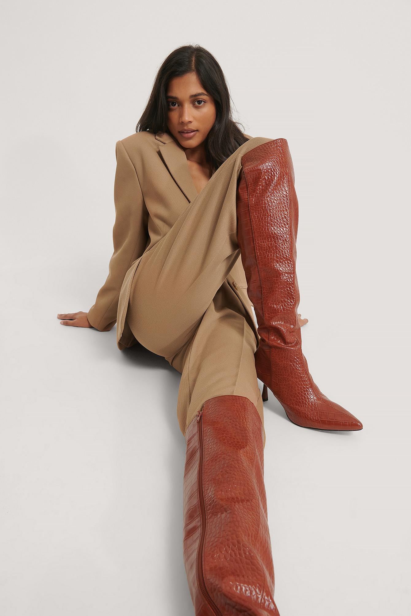 na-kd shoes -  Enganliegende Stiefel Mit Naht Vorne - Brown