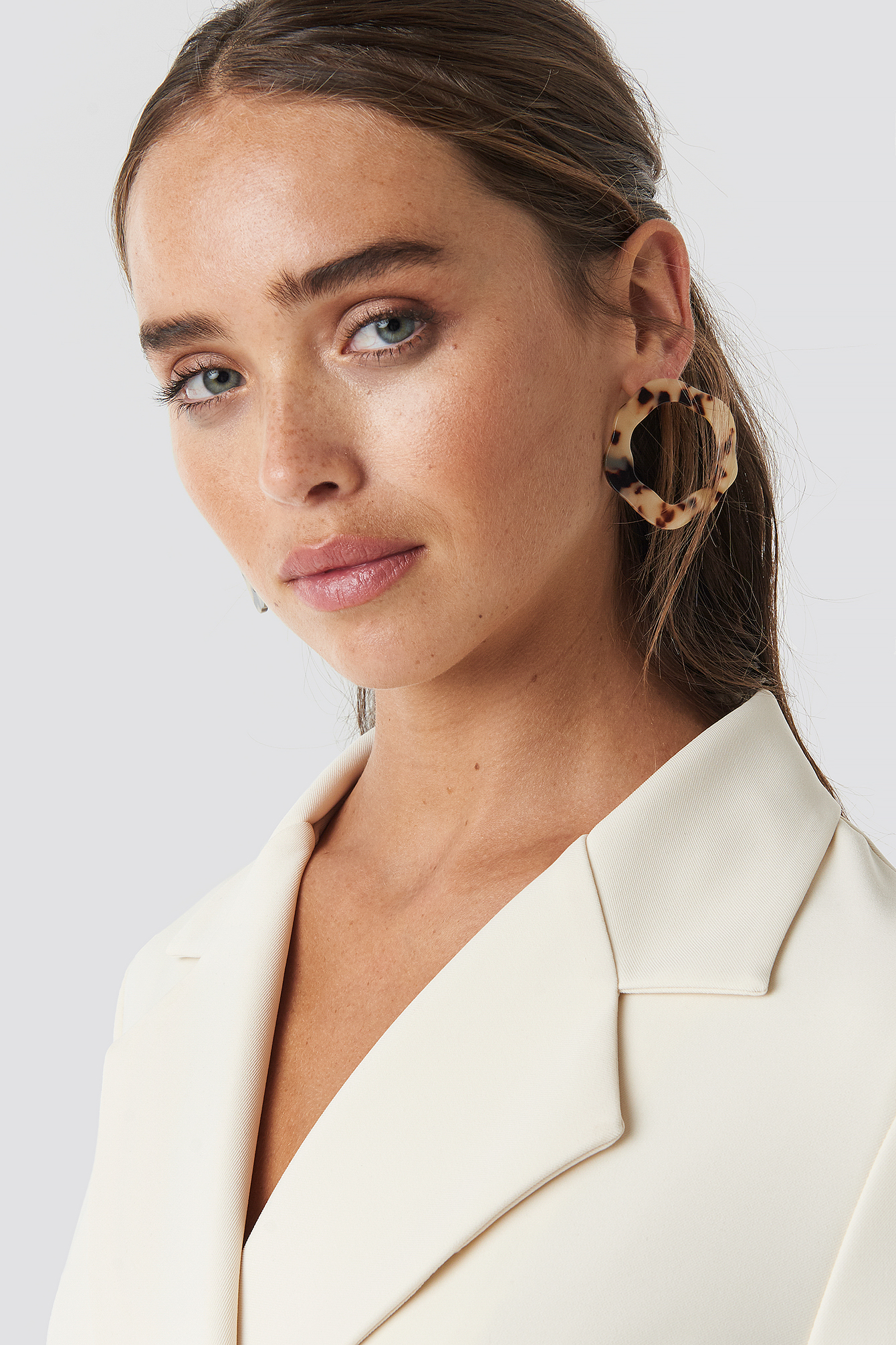 Uneven Front Stud Resin Earrings NA-KD.COM