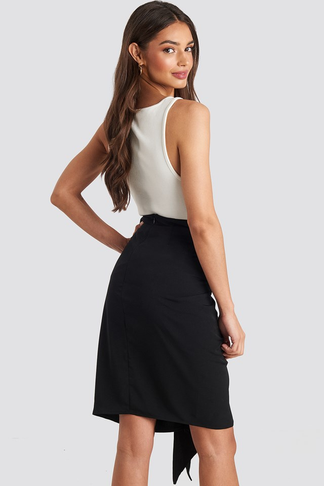Front Twist Skirt Black