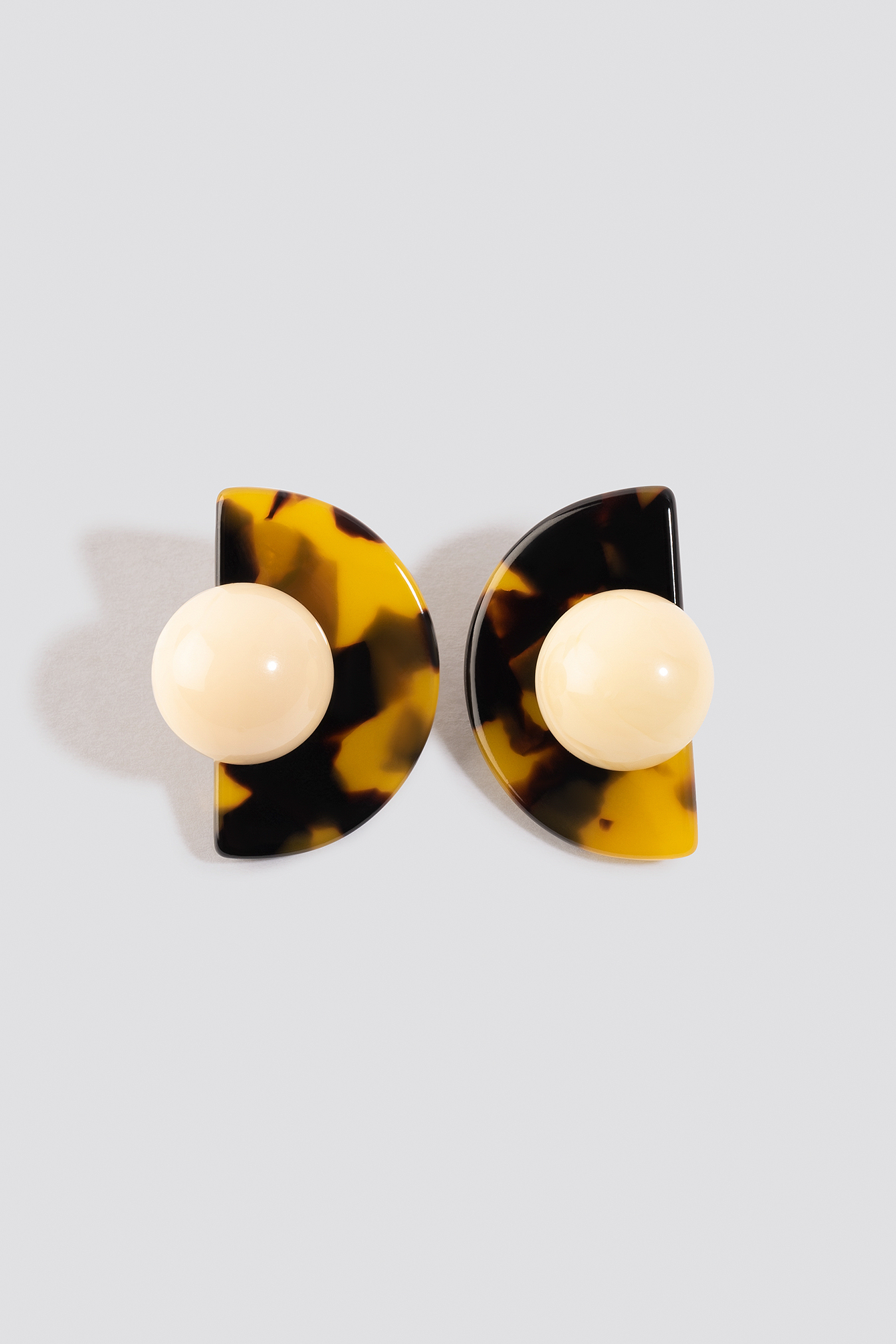 Globe Resin Stud Earrings NA-KD.COM