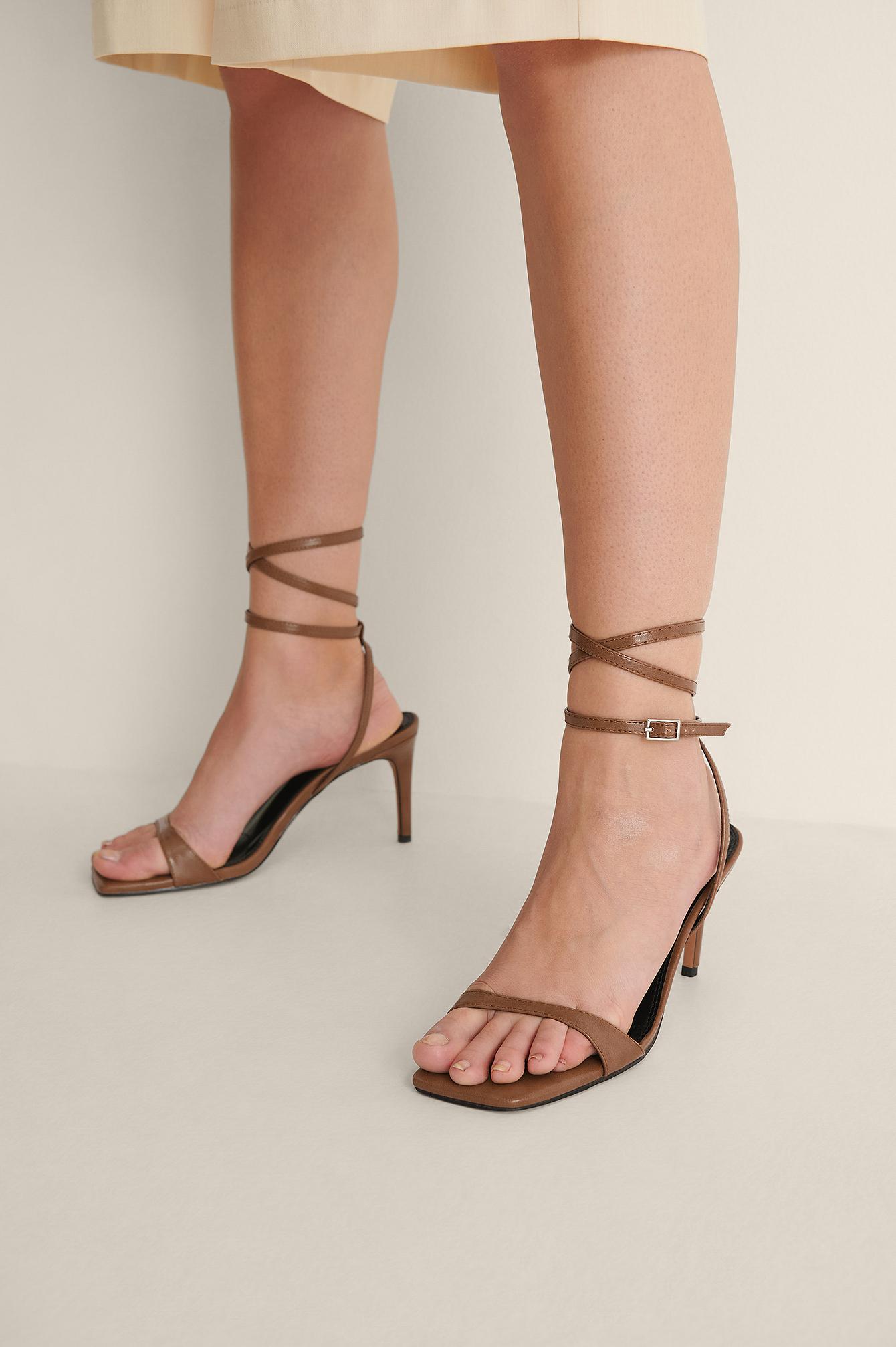 na-kd shoes -  Glossy Absatzsandalen - Brown