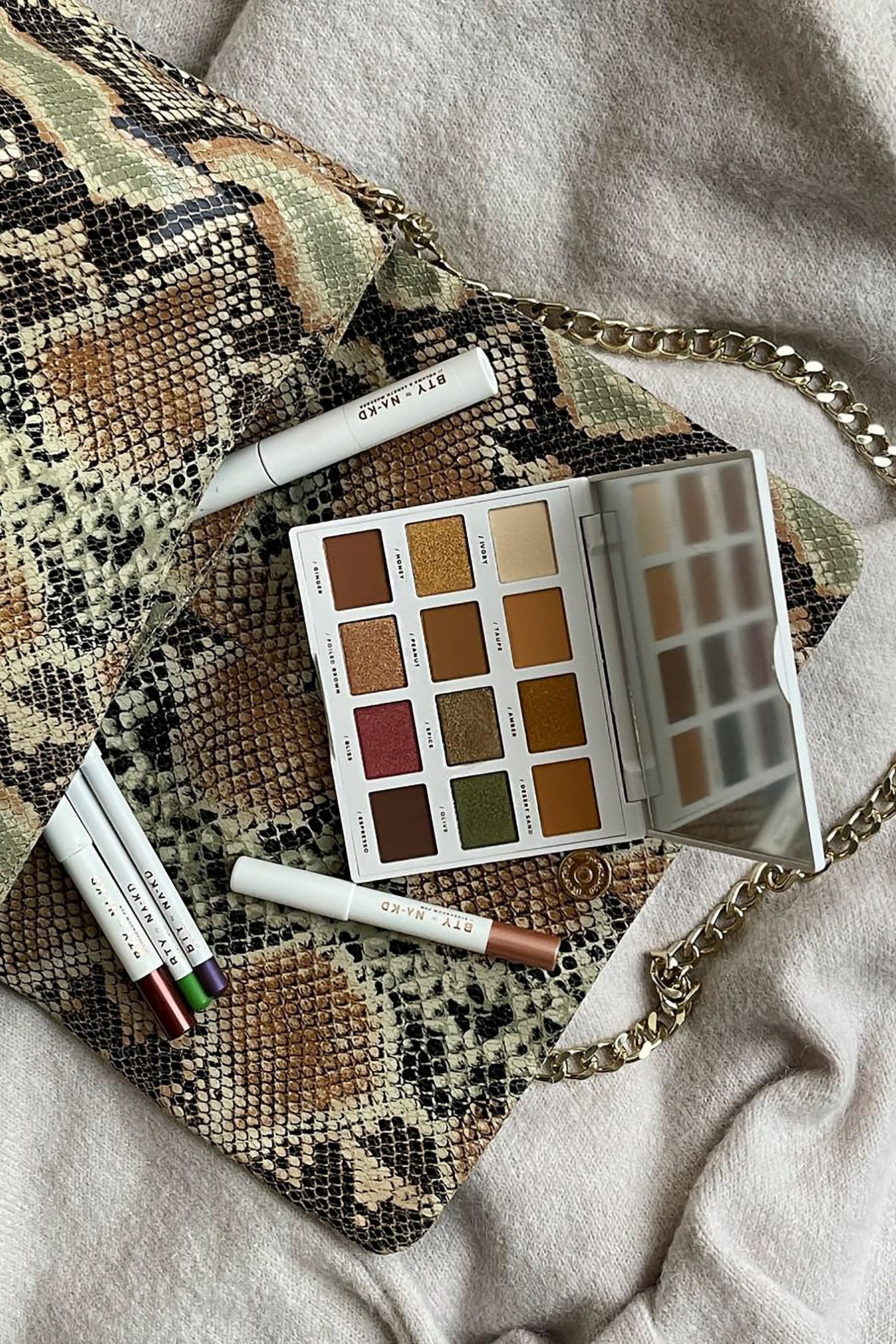 BTY by NA-KD Gold Eyeshadow Palette - Gold