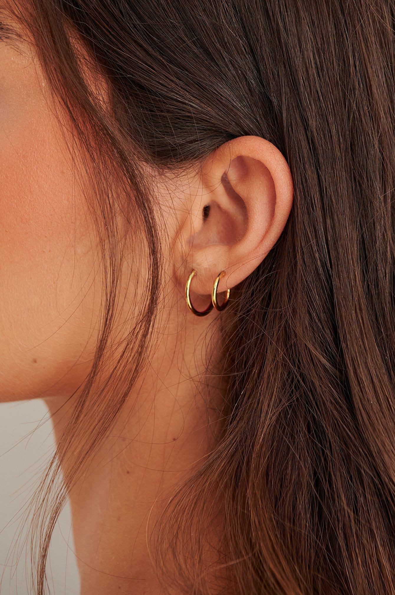 NA-KD Accessories Små tynde øreringe med guldbelægning - Gold
