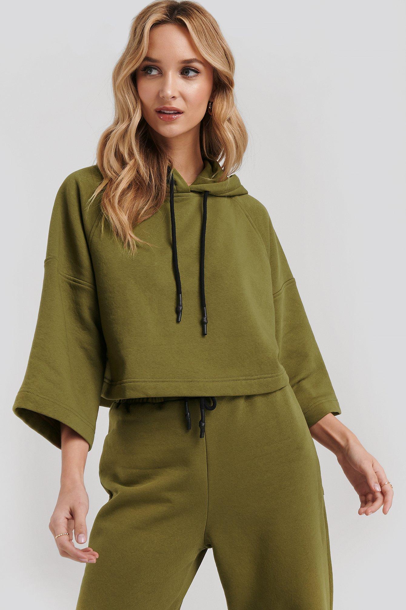 NA-KD Half Sleeve Cropped Hoodie - Green   Bekleidung > Sweatshirts & -jacken   NA-KD