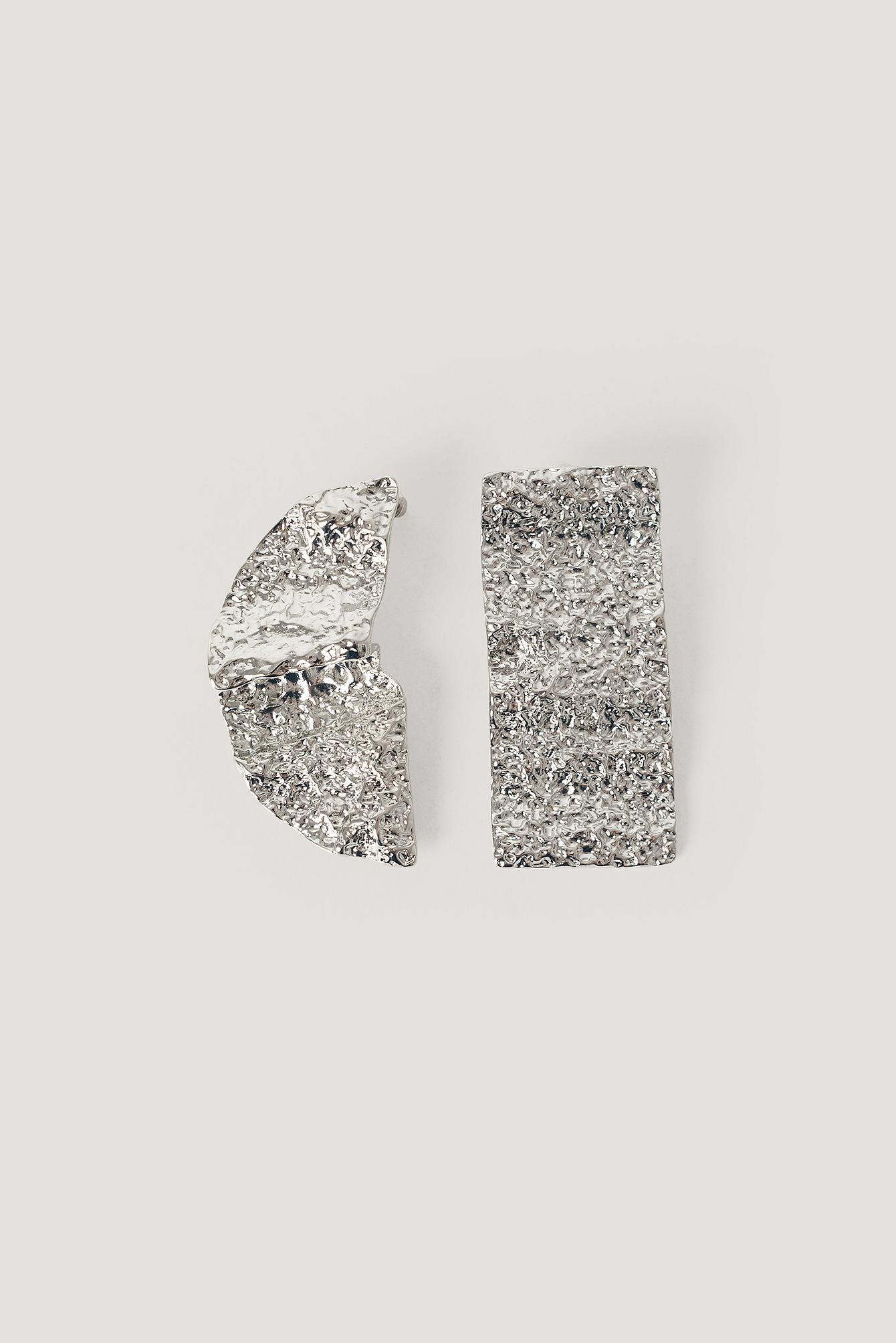 NA-KD Accessories Asymmetriske Hamrede Øreringe - Silver