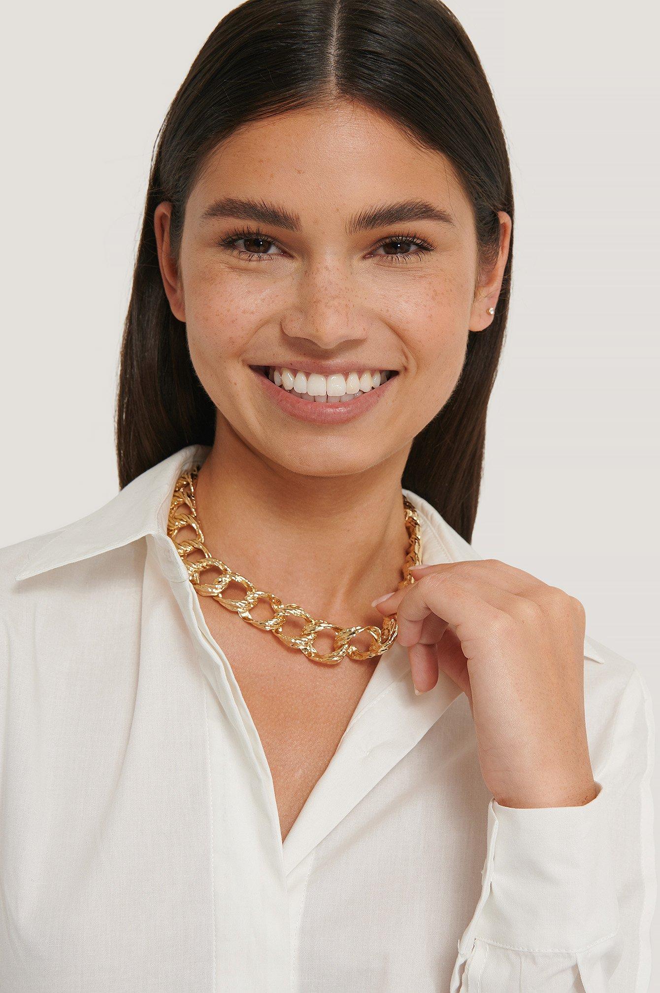 na-kd accessories -  Halskette Mit Gehämmerter Kette - Gold