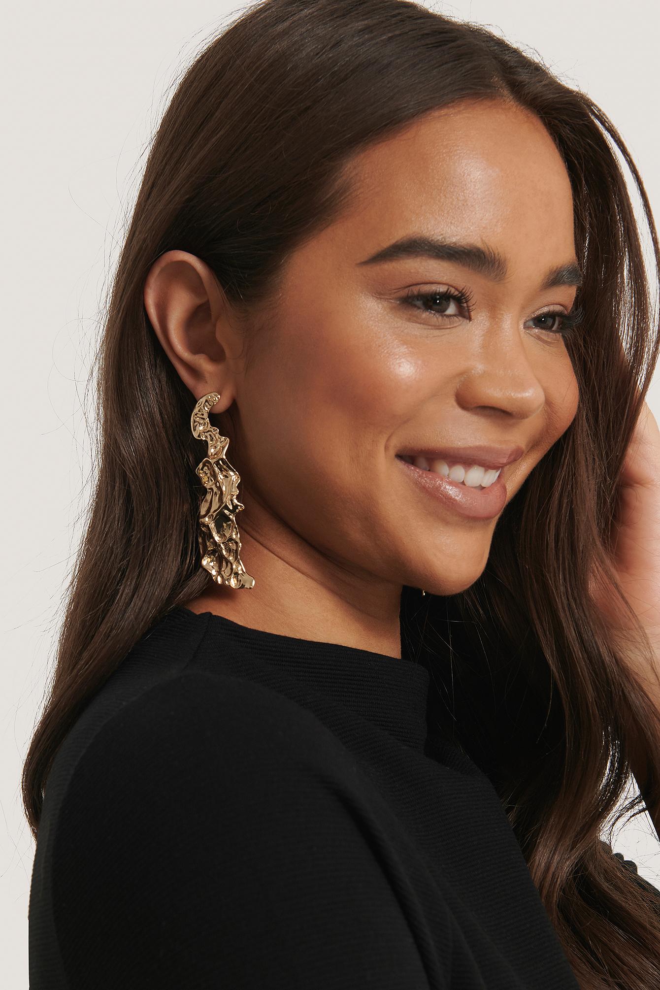na-kd accessories -  Asymmetrische Gehämmerte Ohrringe - Gold