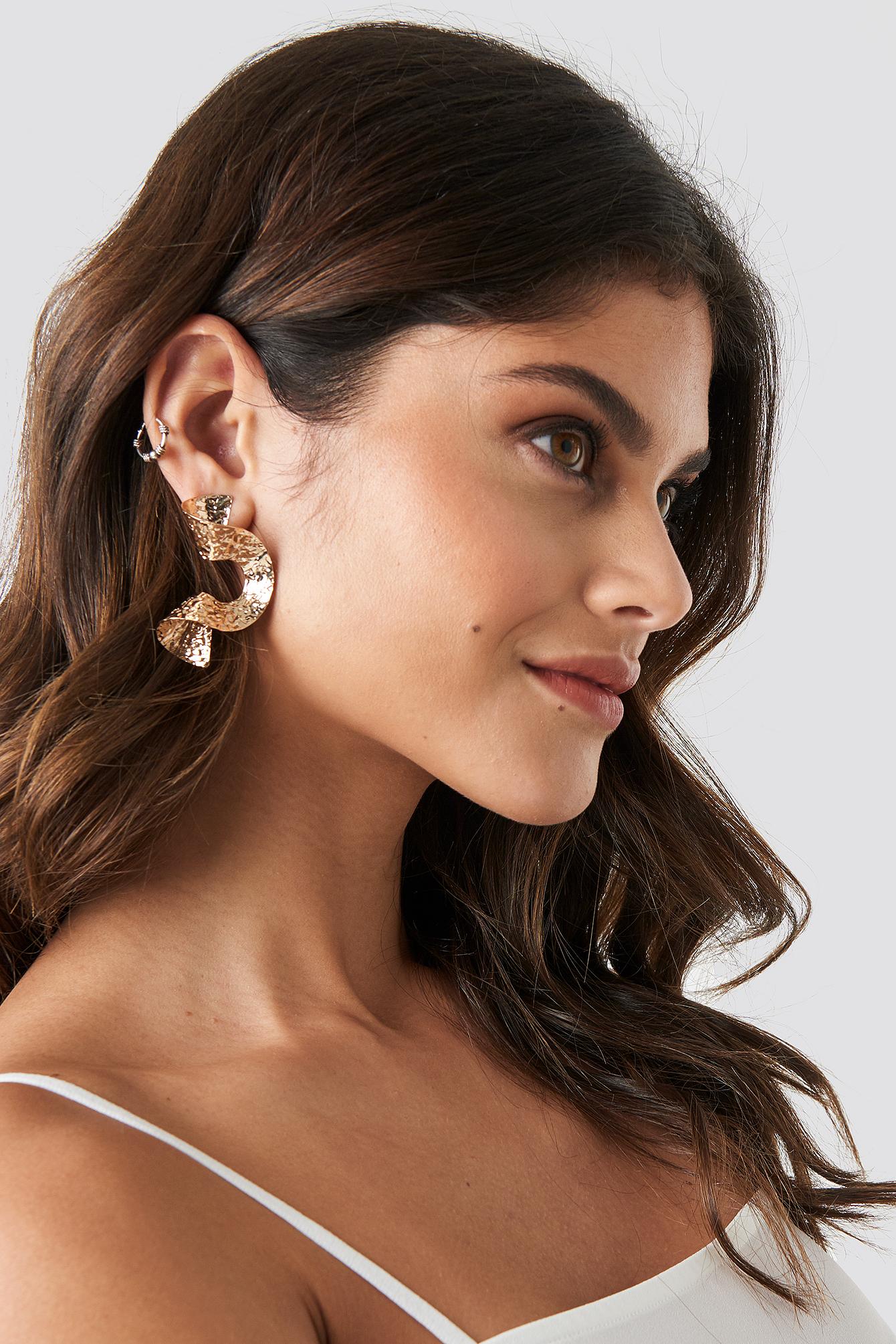Hammered Swirl Earrings NA-KD.COM
