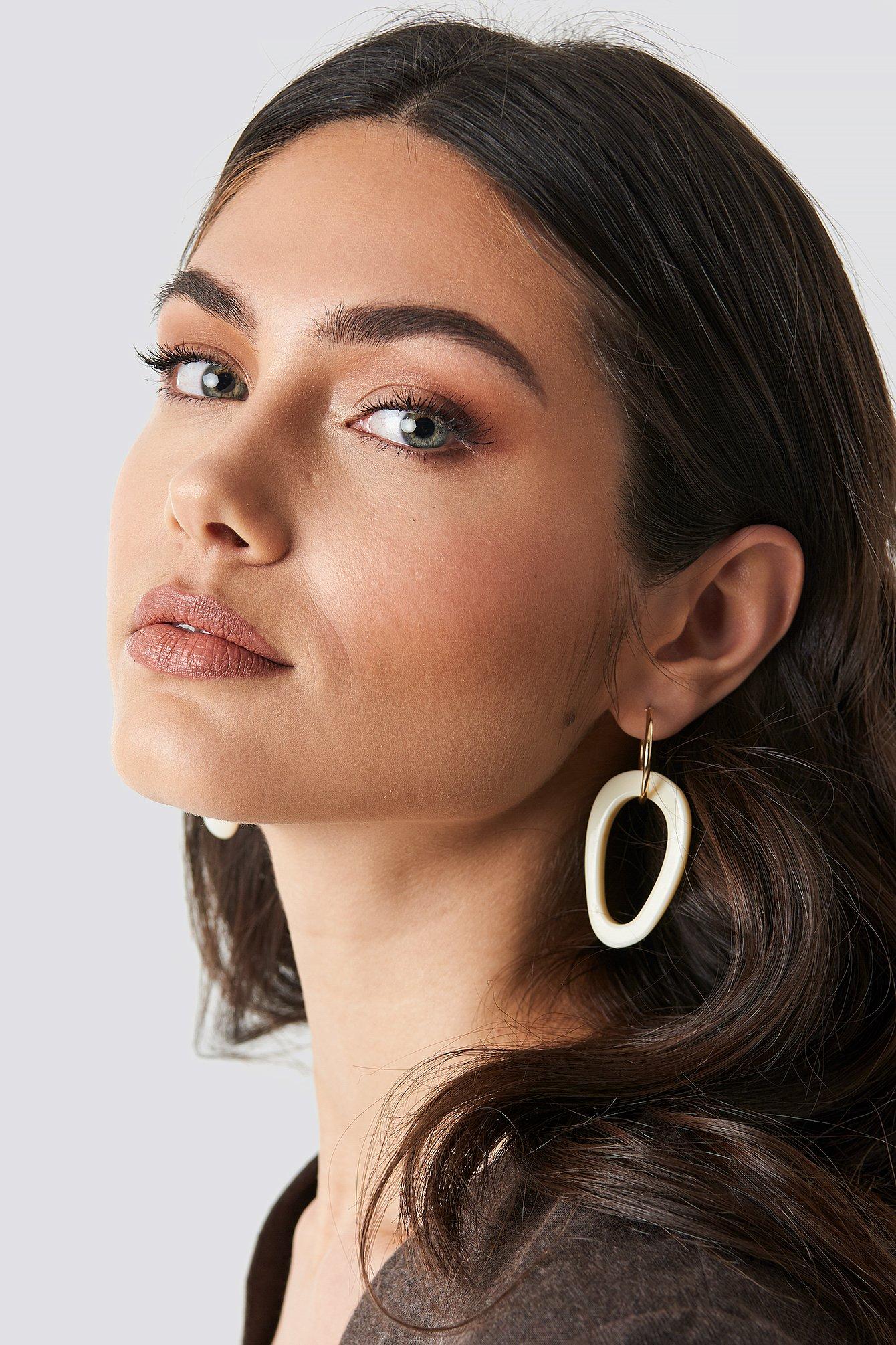 na-kd accessories -  Hanging Tortoise Hoop Earrings - White