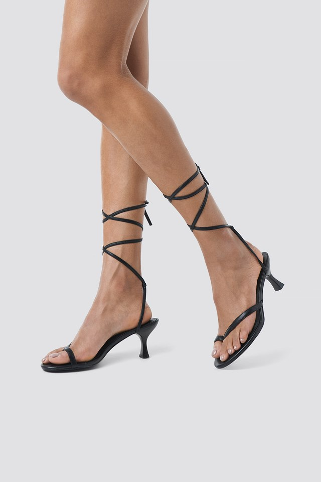 Heeled Toe Strap Sandals Black