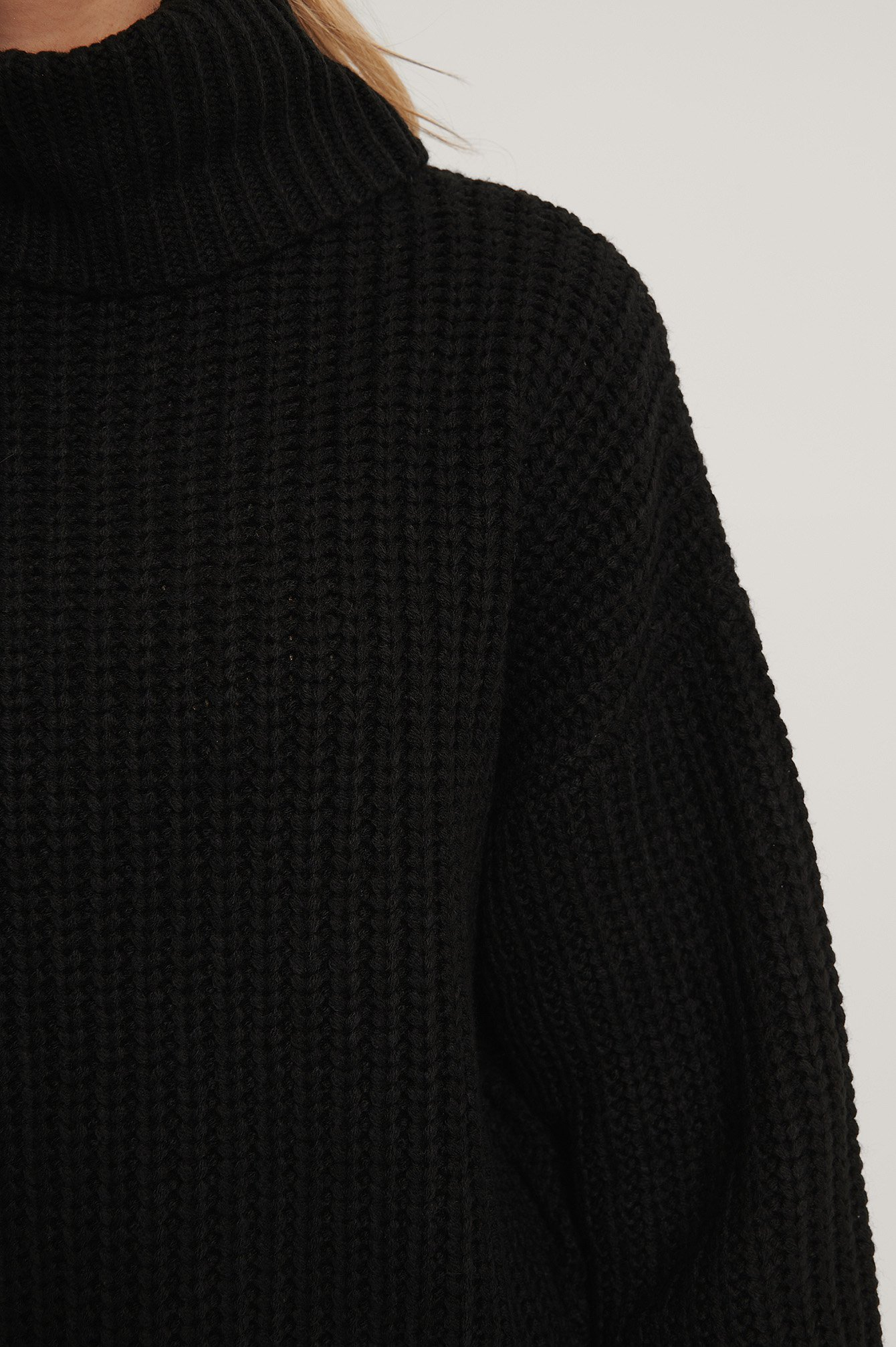 Black High Neck Short Knitted Sweater