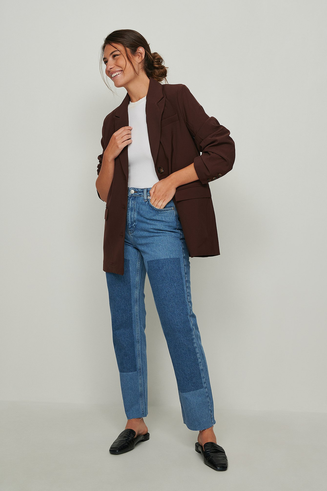 Se NA-KD Trend Økologiske jeans med højt taljepanel - Blue ved NA-KD