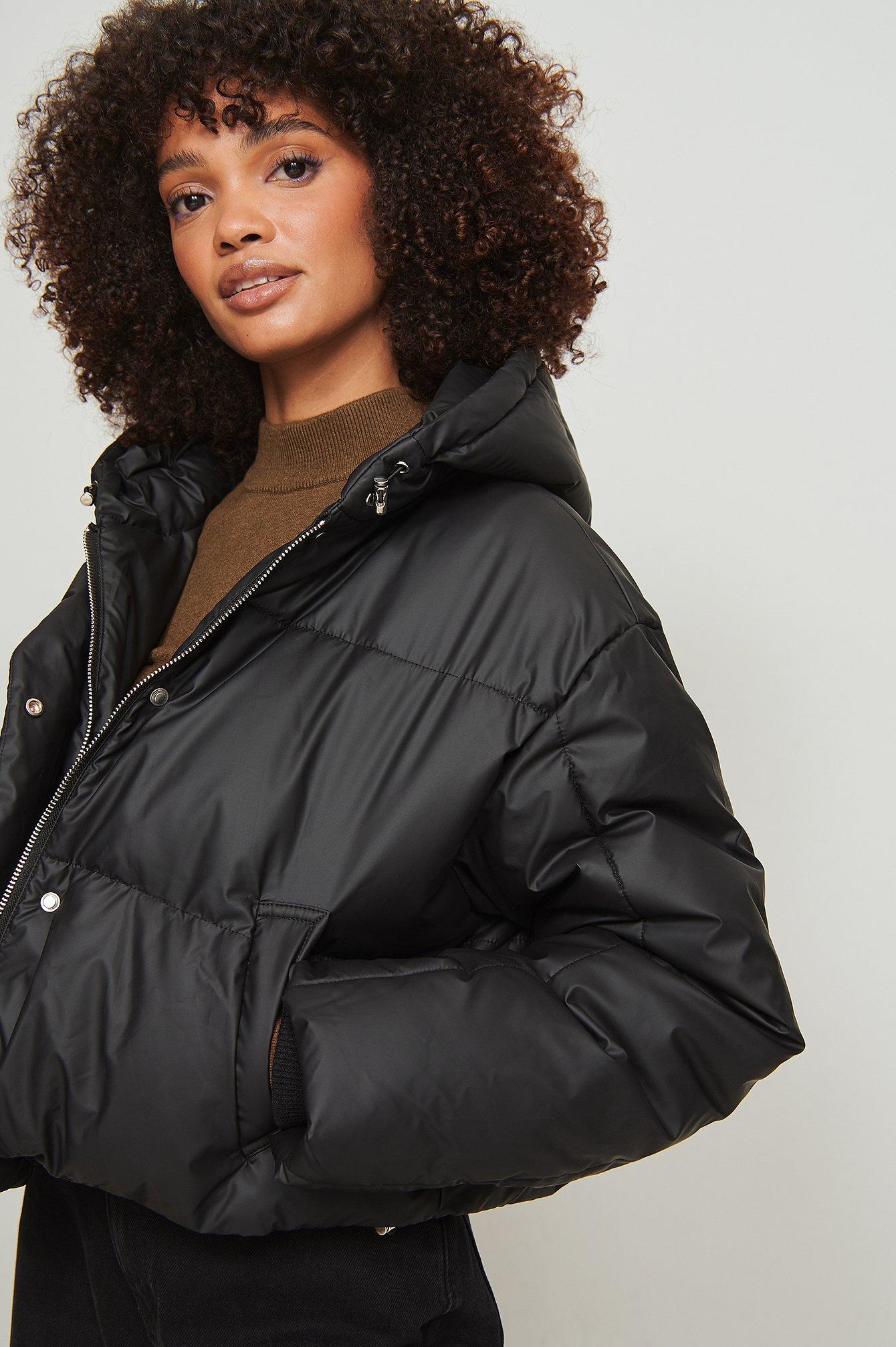 NA-KD Vatteret imprægneret frakke med hætte - Black