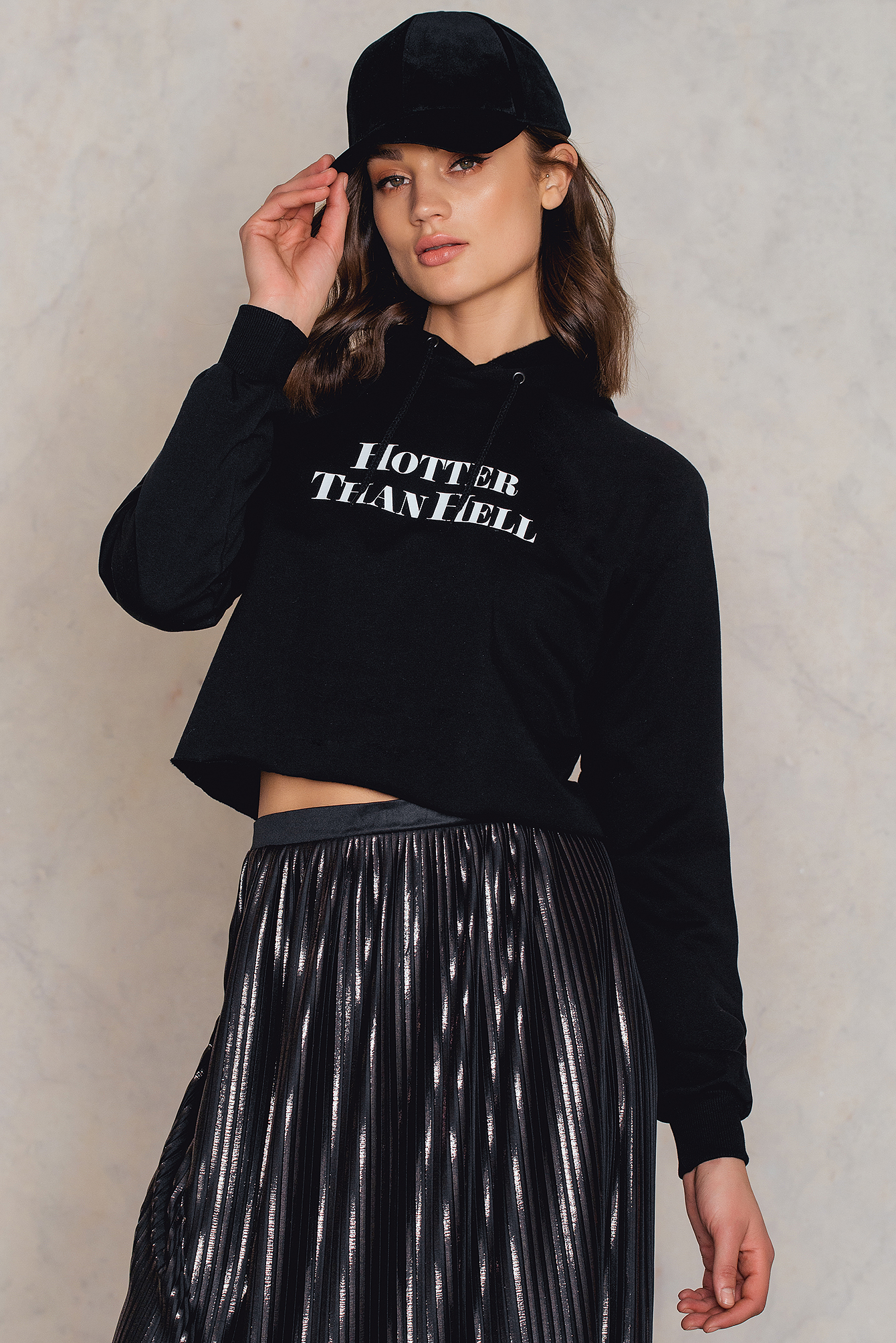 na-kd -  Hotter Than Hell Cropped Hoodie - Black