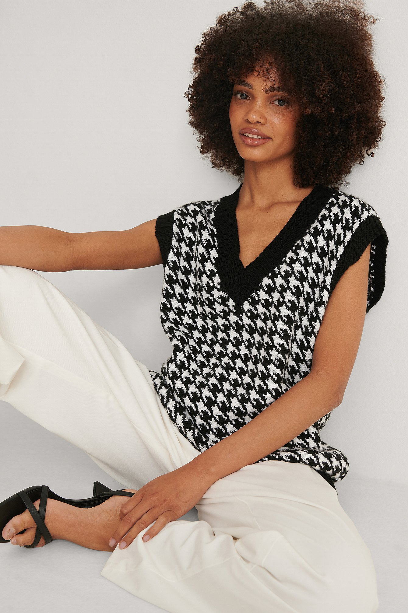 White/Black Houndstooth Strikkevest Med V-Hals