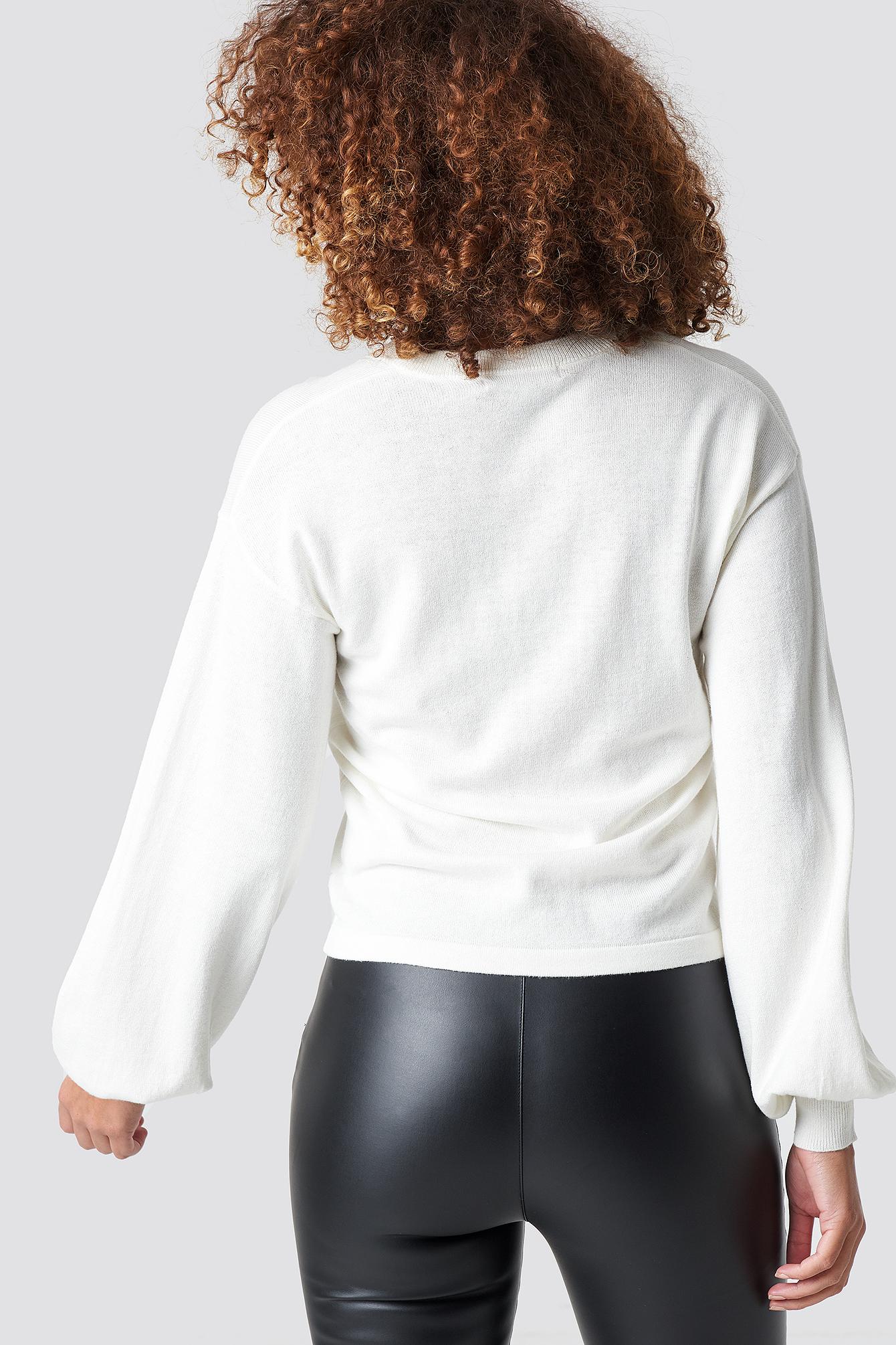 Light Knit V-neck Sweater NA-KD.COM