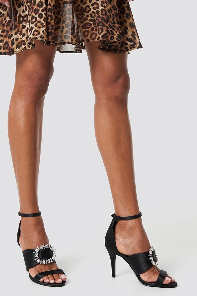 Zdobione sandały na obcasie NA-KD.COM