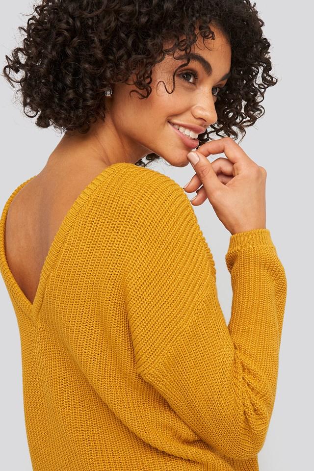Sweter z dzianiny z dekoltem V Mustard