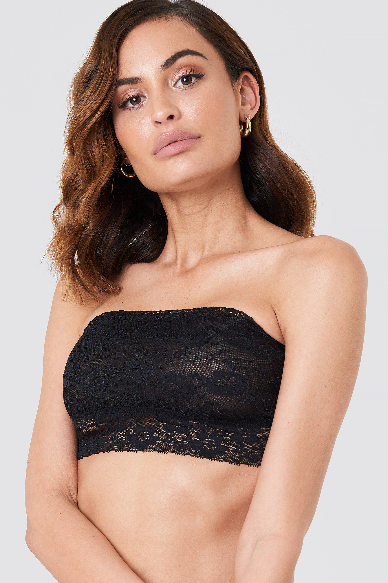 Lace bandeau with scalloped lace along the bust. Stretchy straps that loop together in back. Lined/5(52).