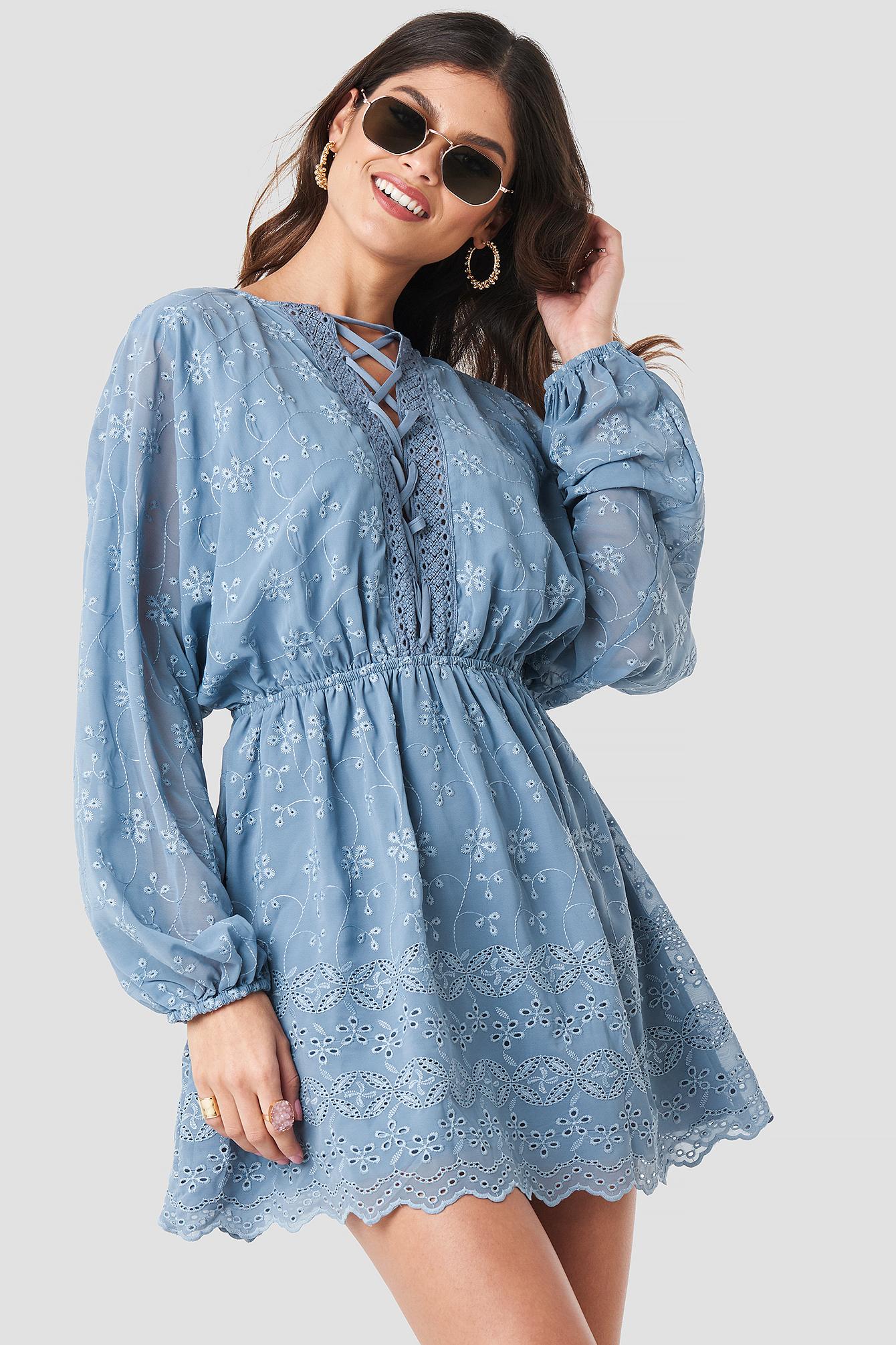 Lace Up Lace Dress NA-KD.COM
