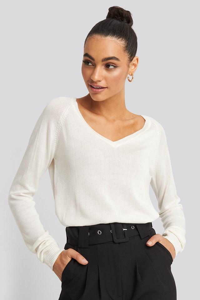 Light Knitted V-neck Sweater NA-KD