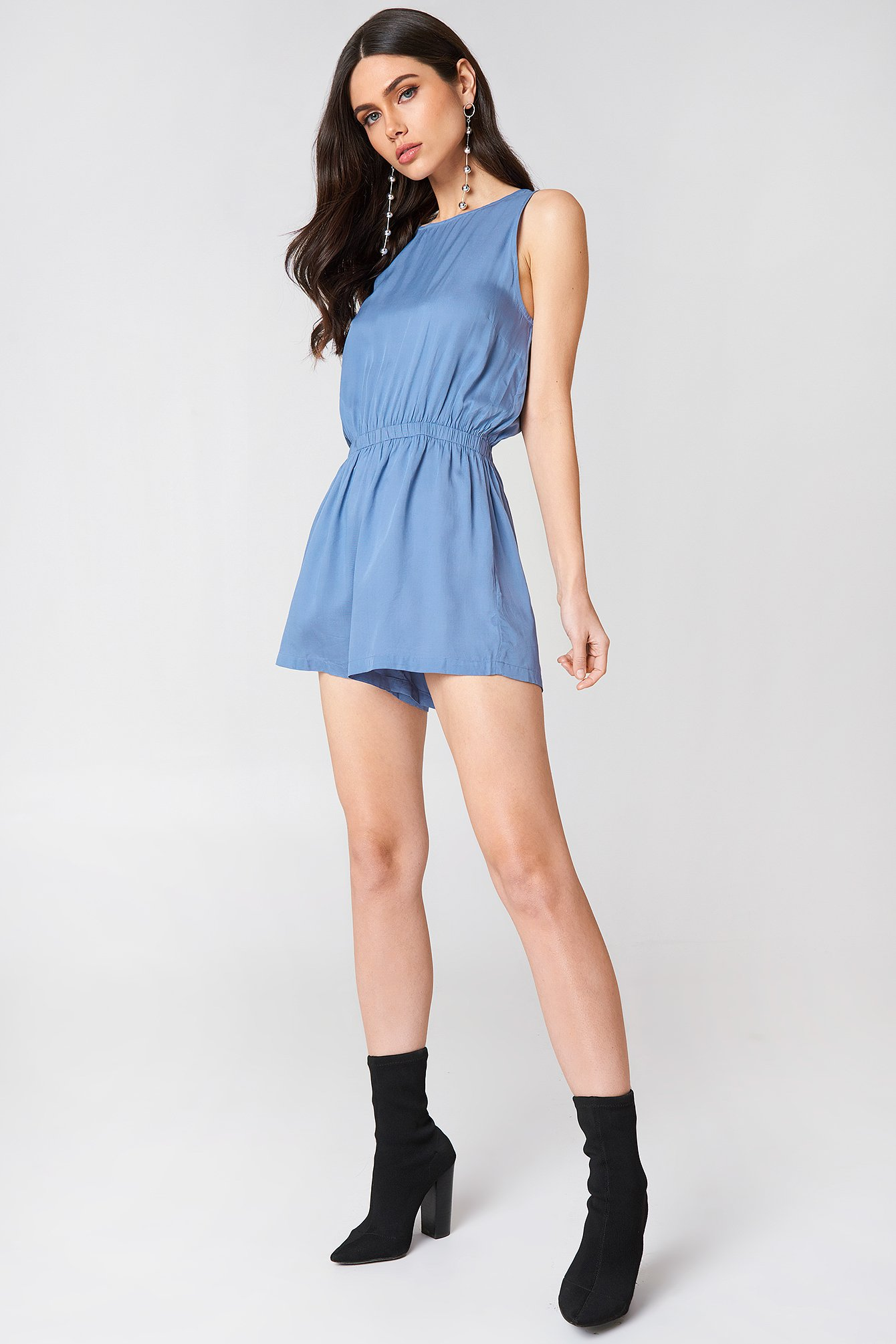 Knot Back Playsuit NA-KD.COM
