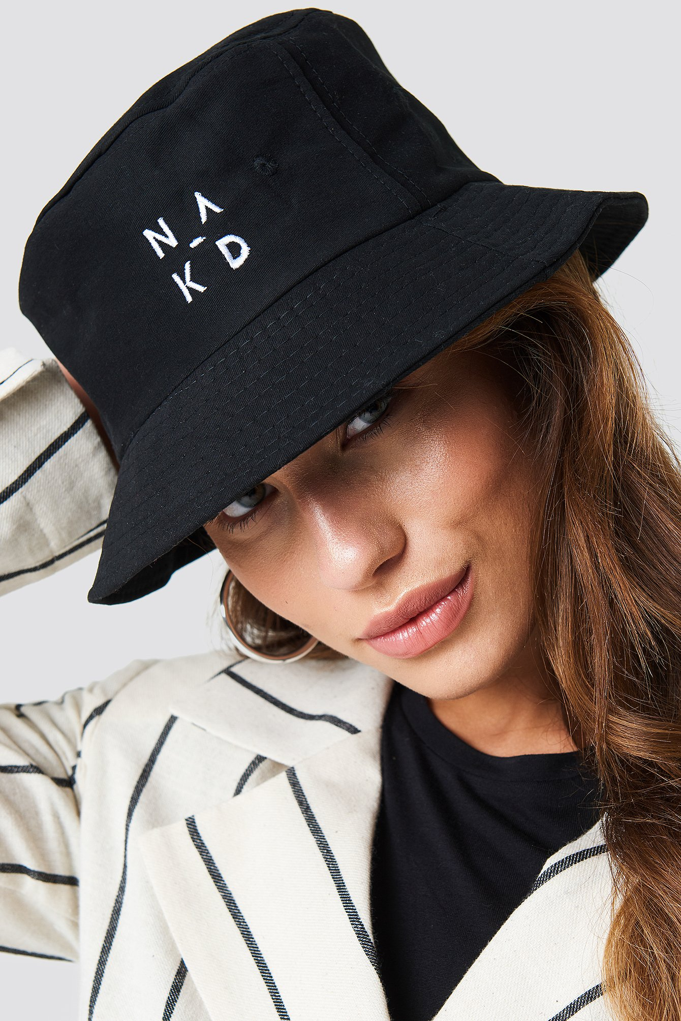 NA-KD LOGO BUCKET HAT - BLACK