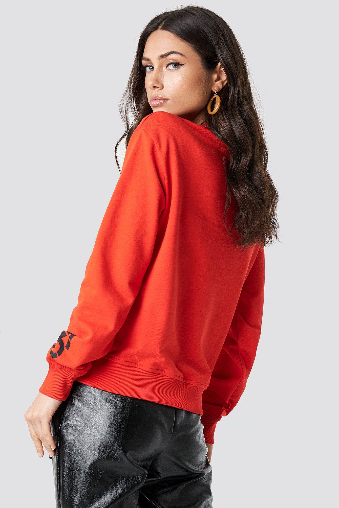 Bluza z logo na rękawie NA-KD.COM