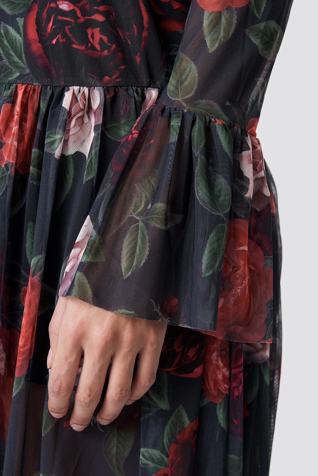 Siateczkowa sukienka z okrągłym dekoltem NA-KD.COM