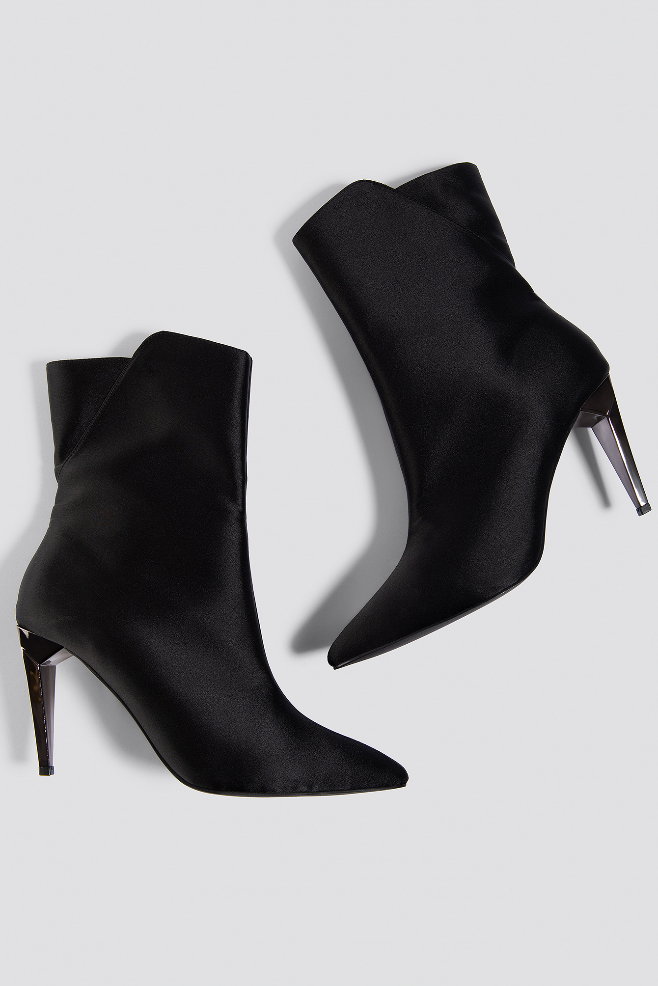 na-kd shoes -  Metallic Heel Satin Boots - Black