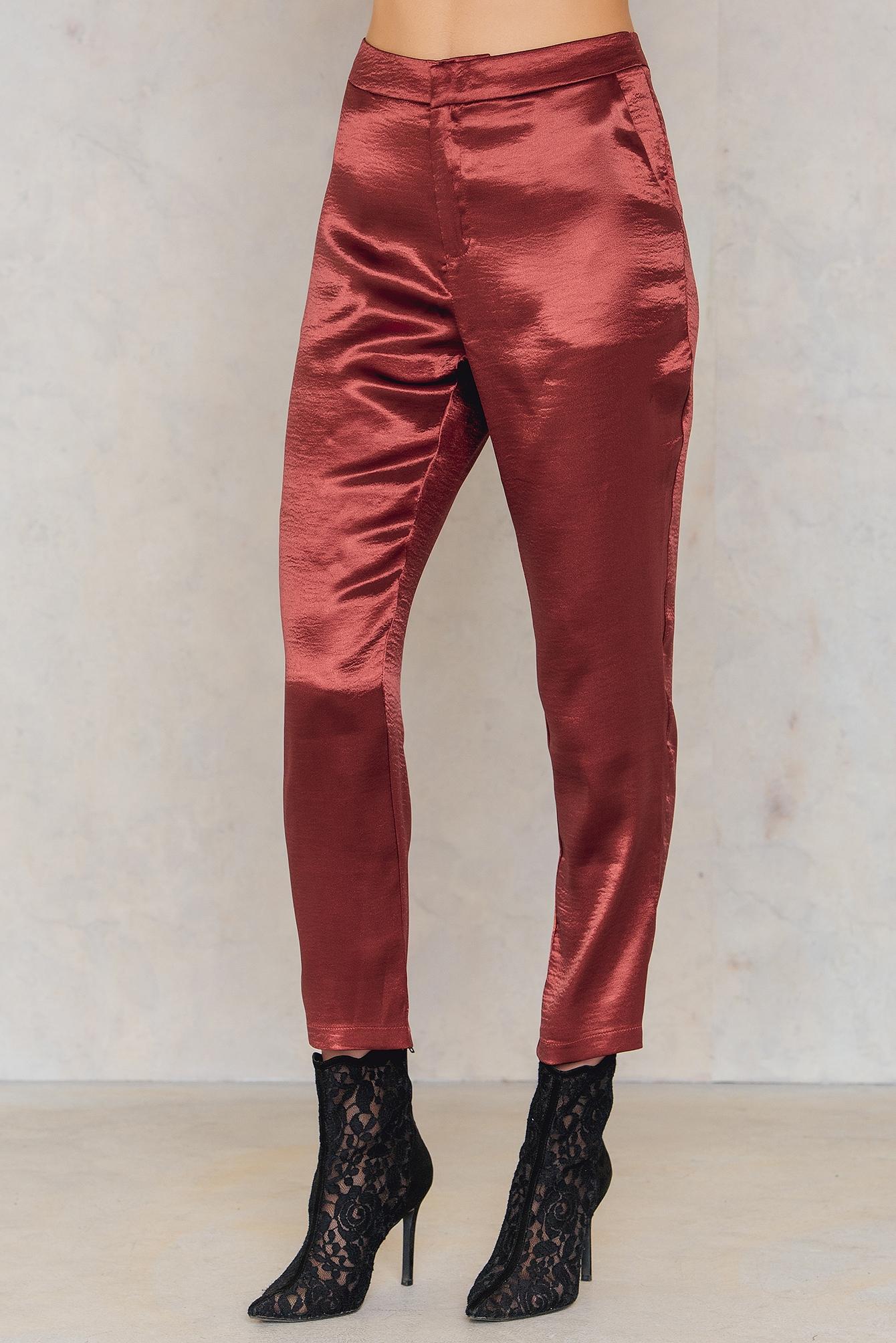 Metaliczne spodnie prostymi nogawkami NA-KD.COM